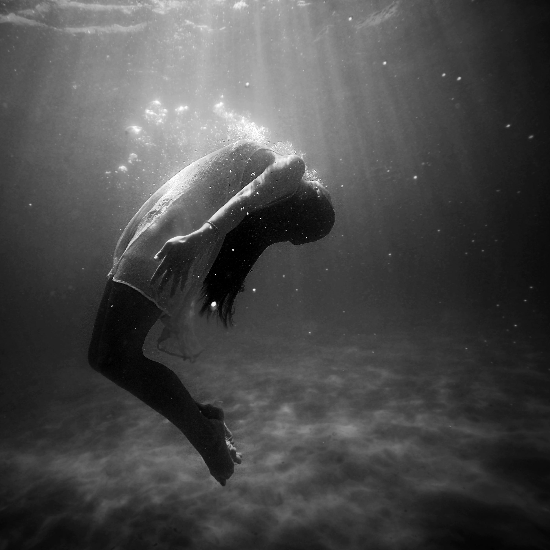 無料画像 ハンド 自然 人 光 黒と白 女性 水中 泳ぐ 闇 宇宙空間 モノクロ写真 地球の雰囲気 コンピュータの壁紙 3000x3000 無料写真 Pxhere