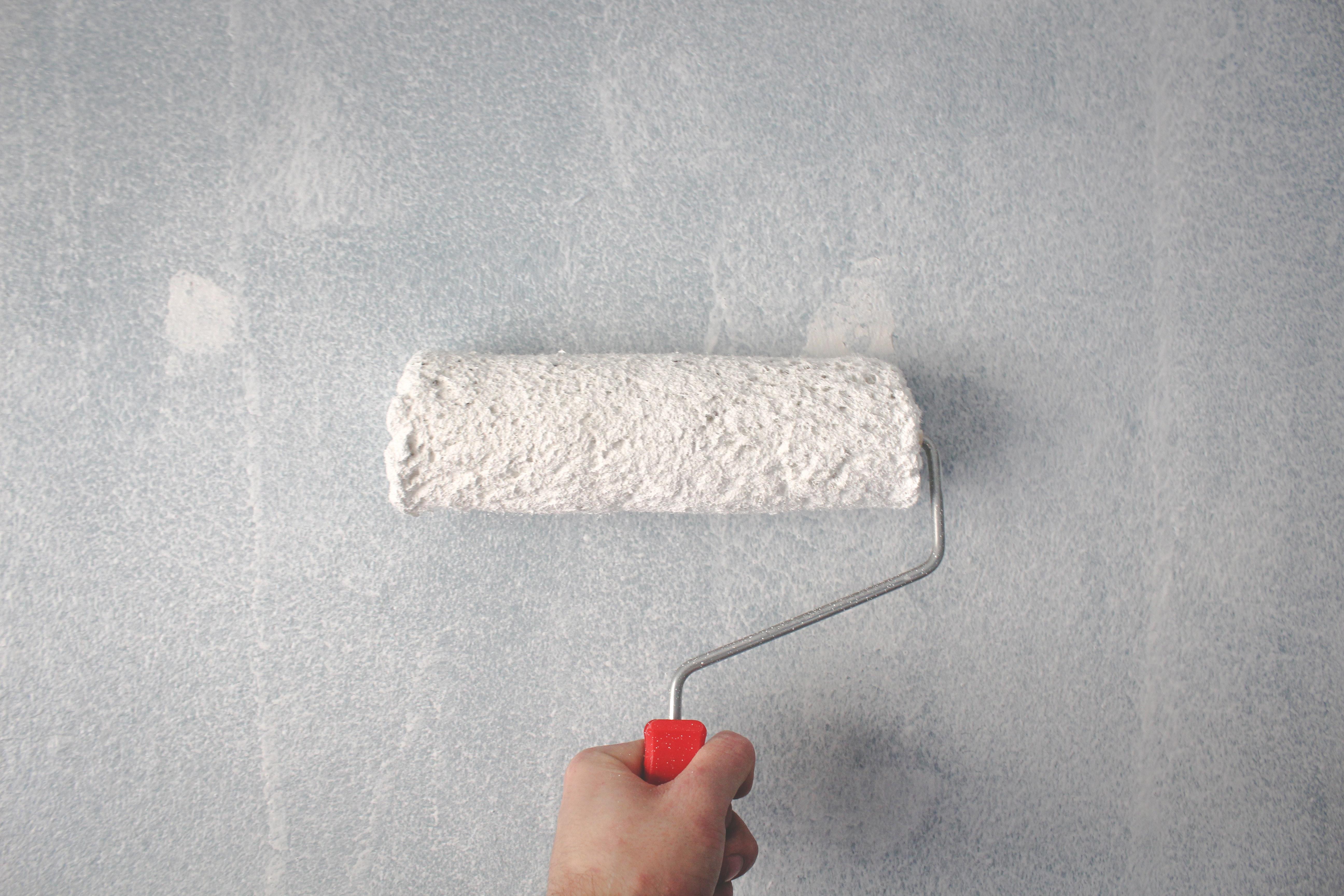 Kostenlose Foto Hand Farbe Farbrolle Malerei Mauer 5184x3456