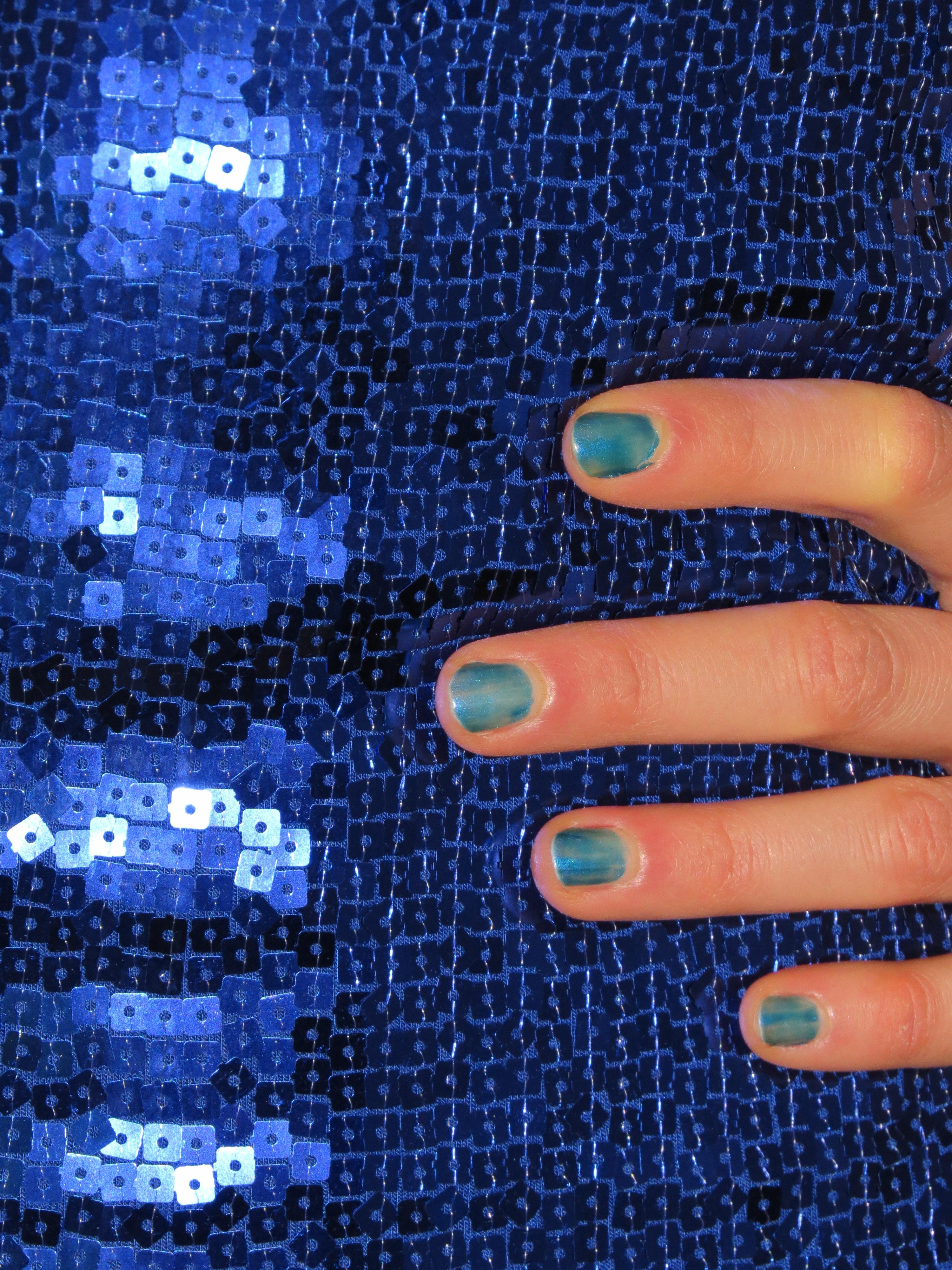 Fotos gratis : mano, patrón, dedo, Moda, azul, ropa, uña, brillar ...