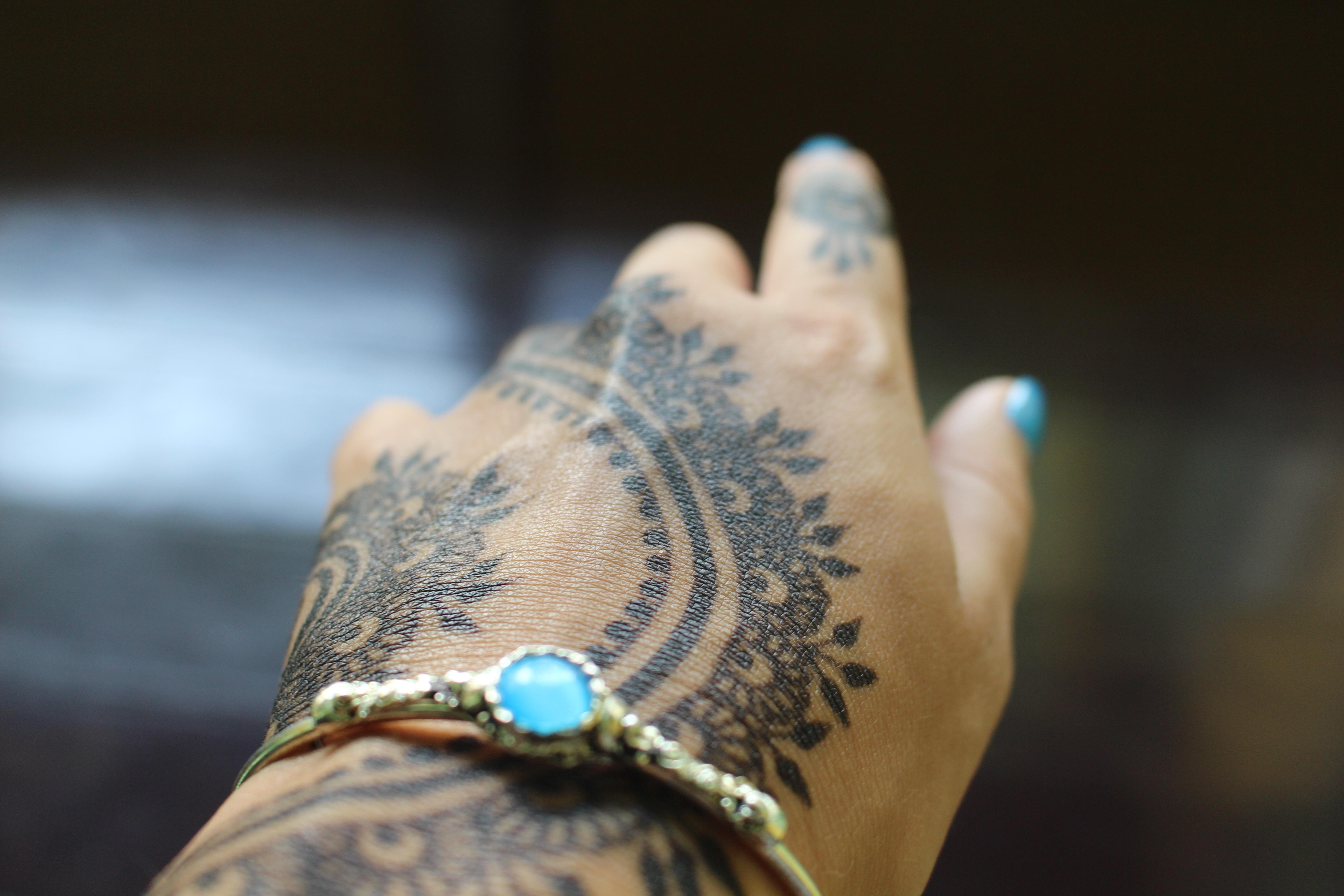 Gambar Tangan Pola Jari Inai Warna Asia Biru Lengan