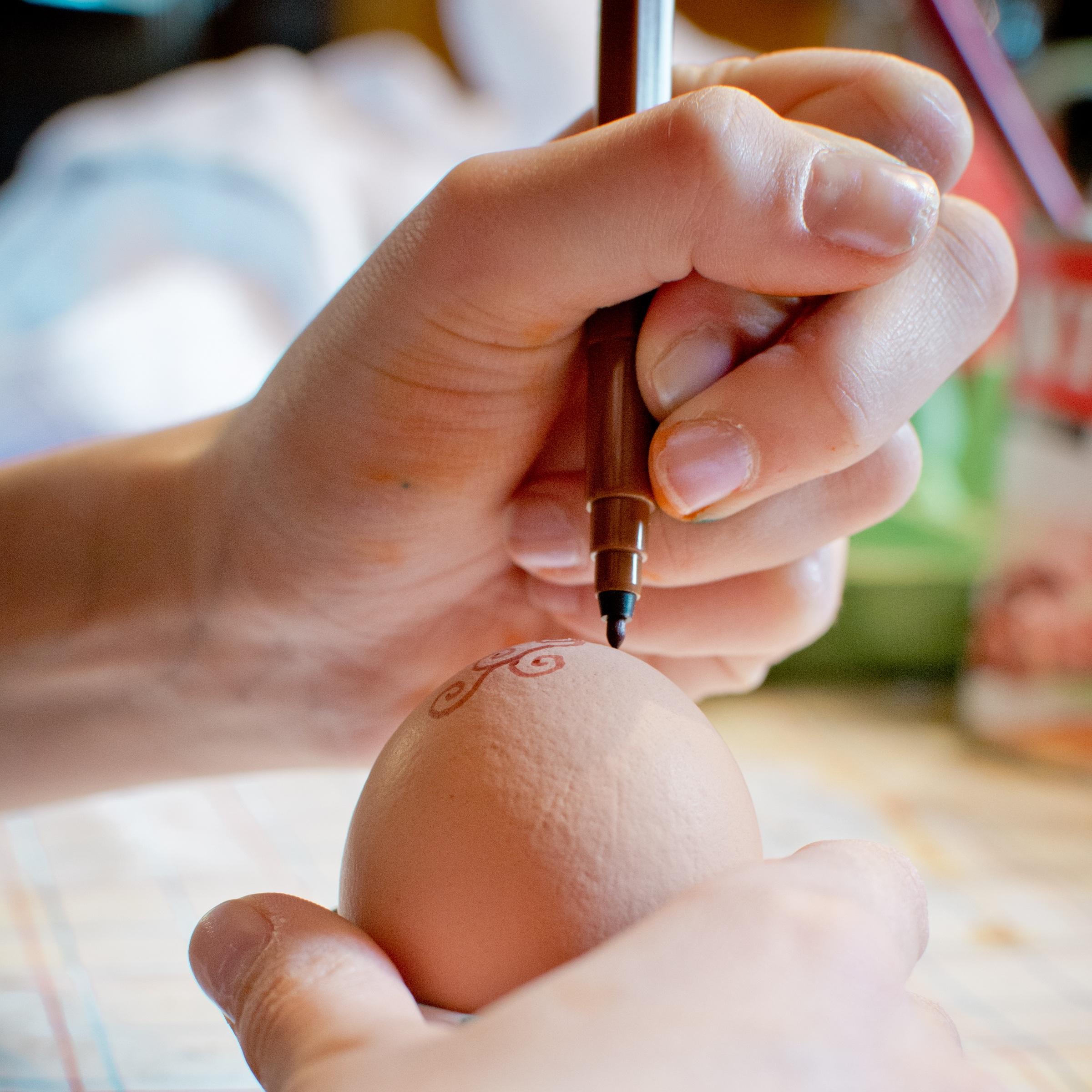 Fotos gratis : mano, bolígrafo, pierna, decoración, dedo, niño ...