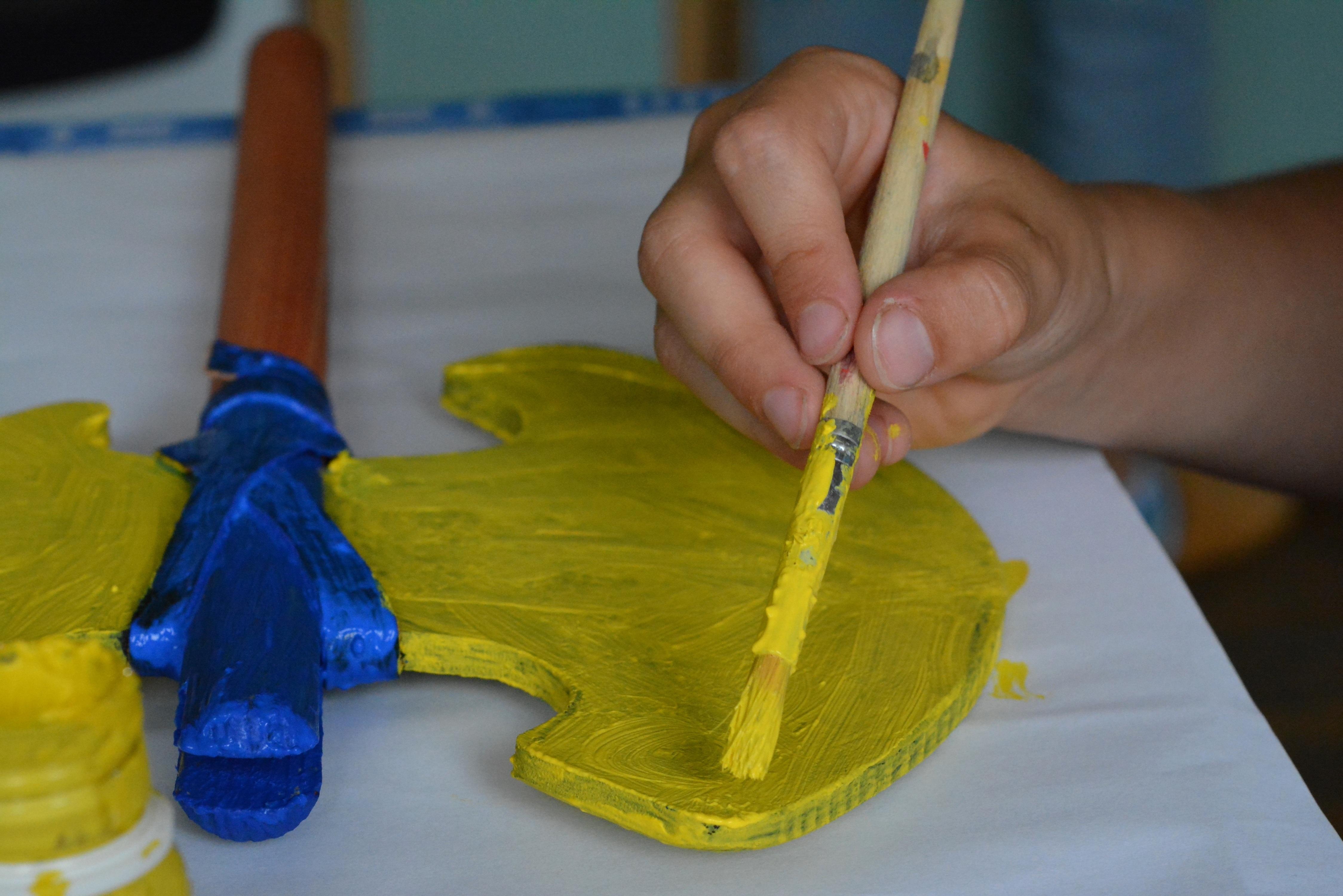 Fotoğraf El Kalem Oyun Renk Boya Sarı Boyama Sanat El