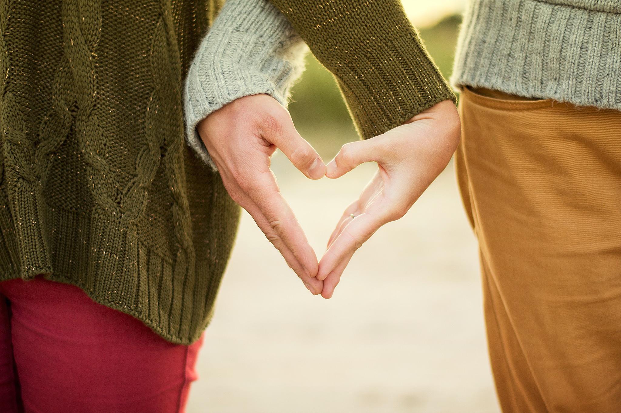 Картинки влюбленная пара за руки