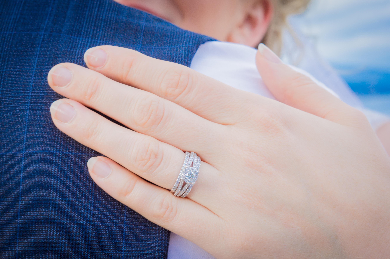 картинки обручального и помолвочного кольца