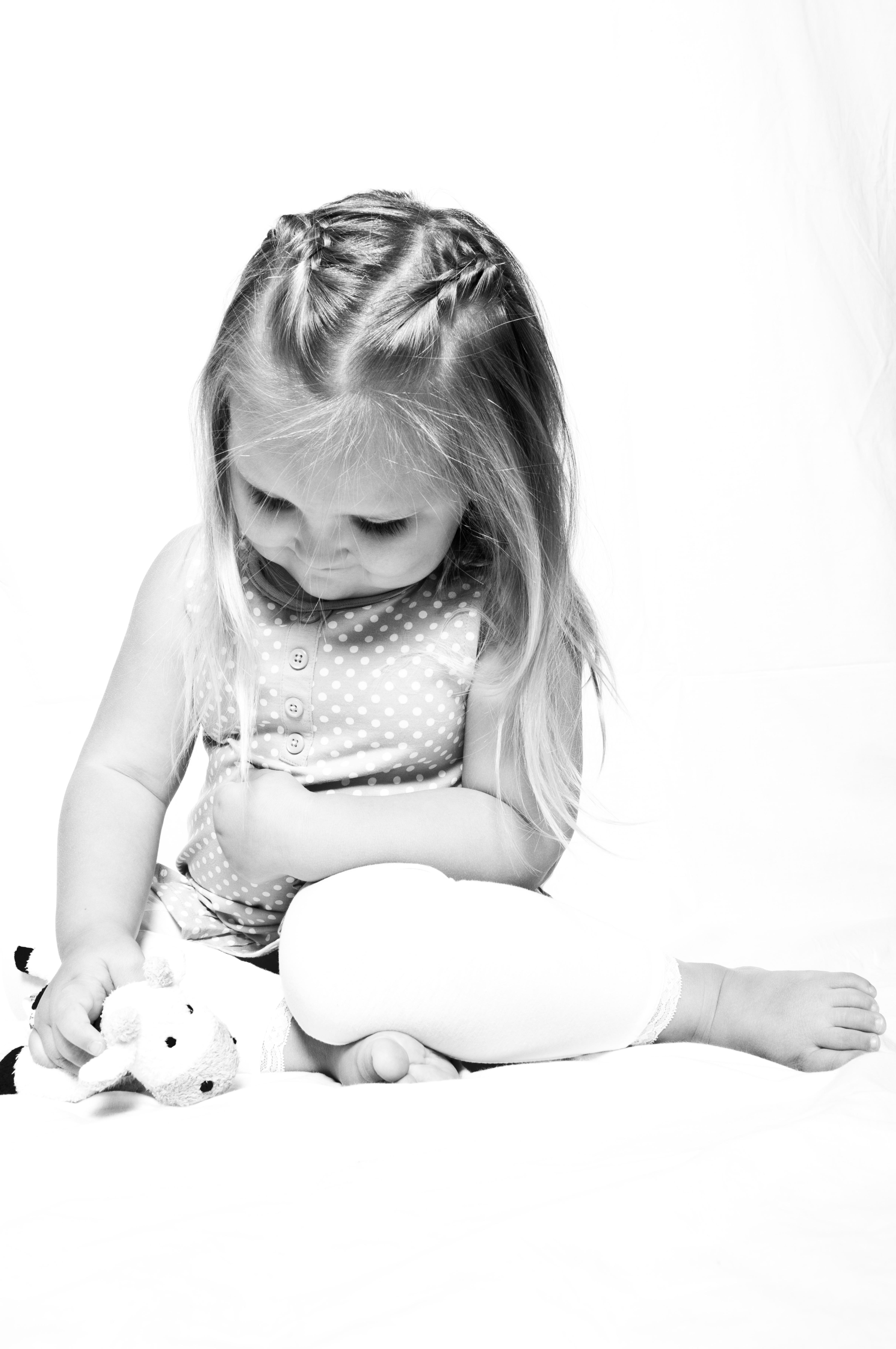 Gambar Tangan Orang Hitam Dan Putih Gadis Anak Imut