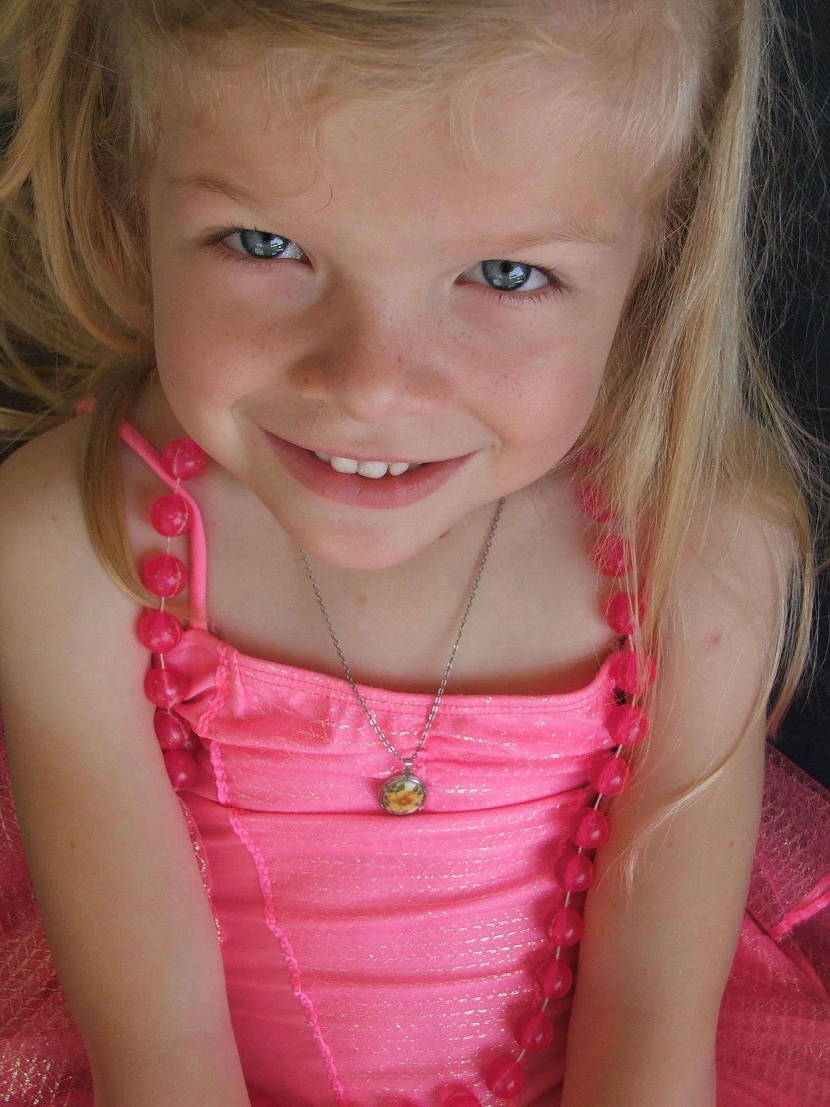 Little girl nn photos
