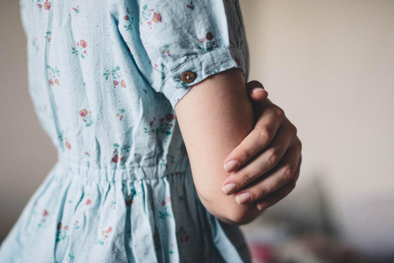 Картинка рука в платье