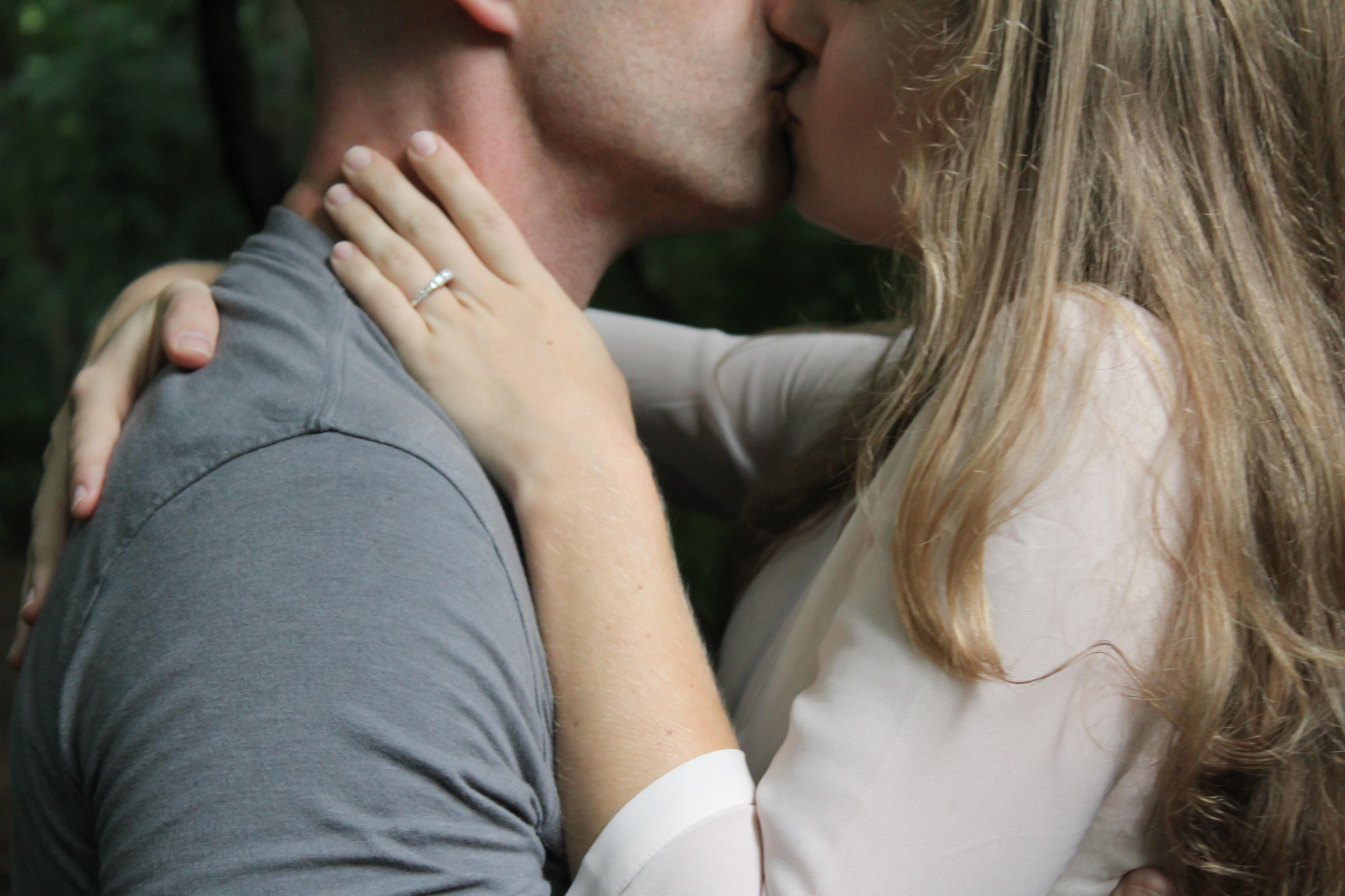 Картинки как красиво обнять парня