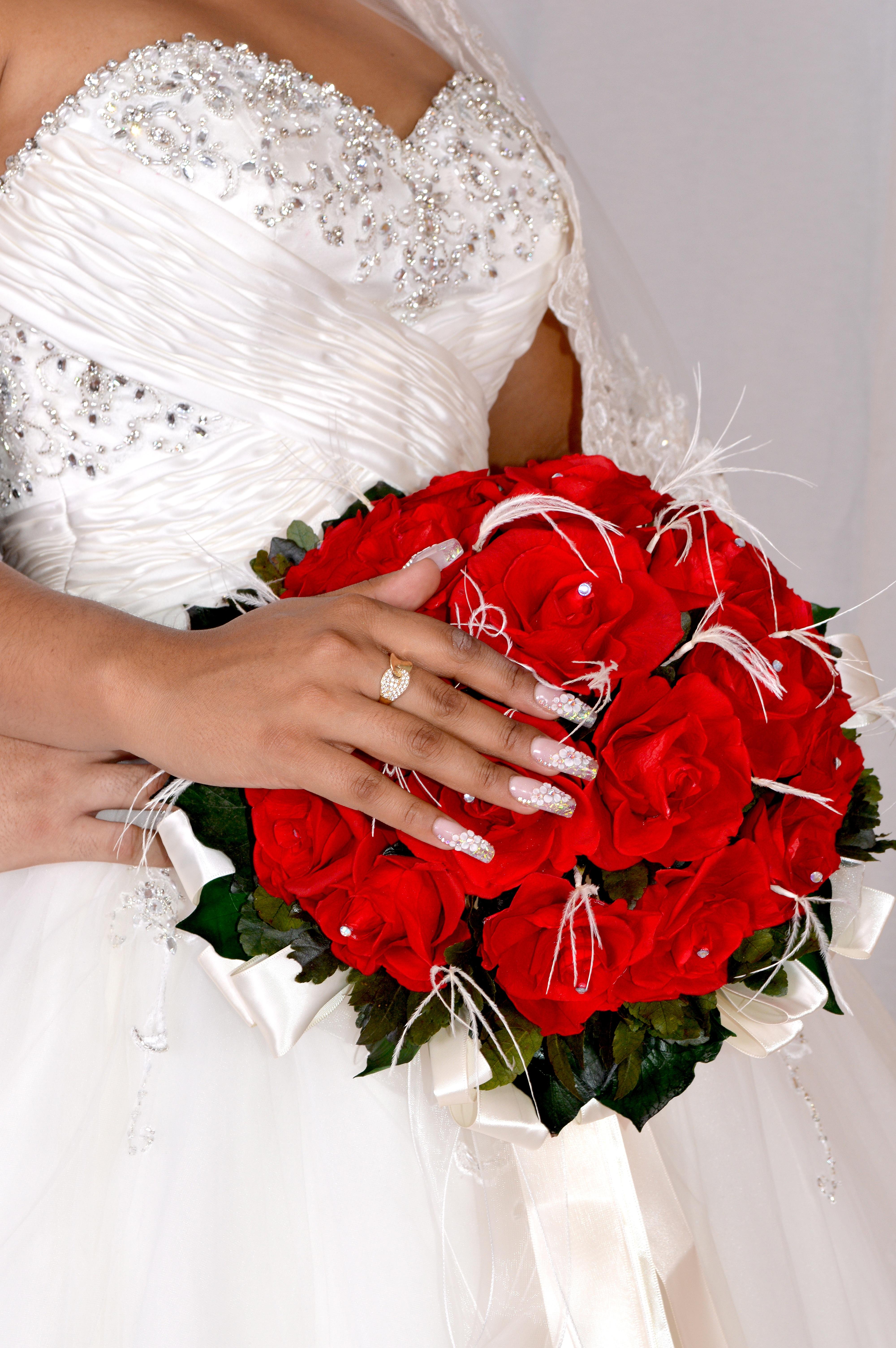 bouquet de marie rose rouge affordable bouquet de marie. Black Bedroom Furniture Sets. Home Design Ideas