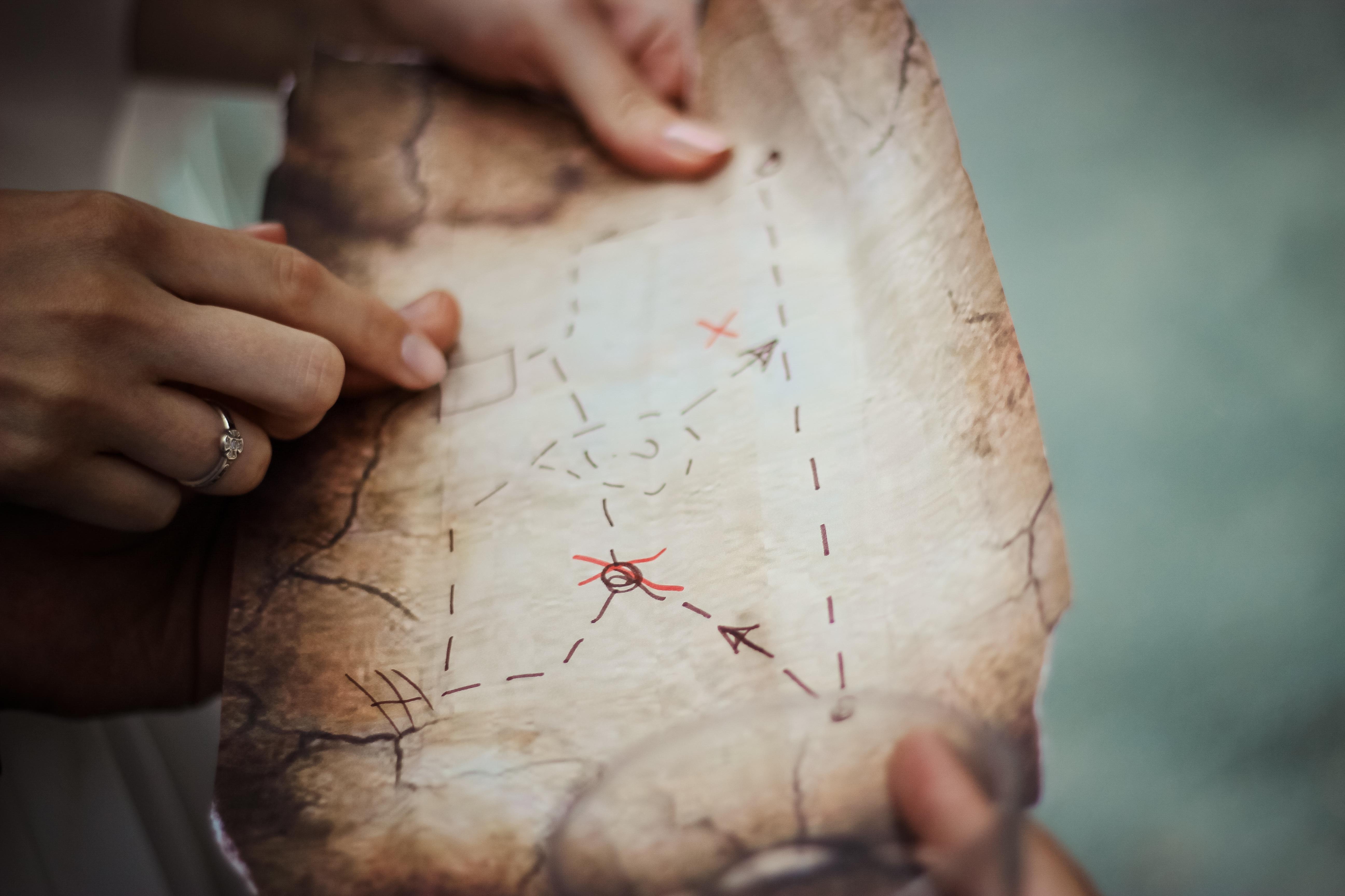 Fotos gratis : mano, persona, anillo, brazo, mapa, de cerca, cuerpo ...