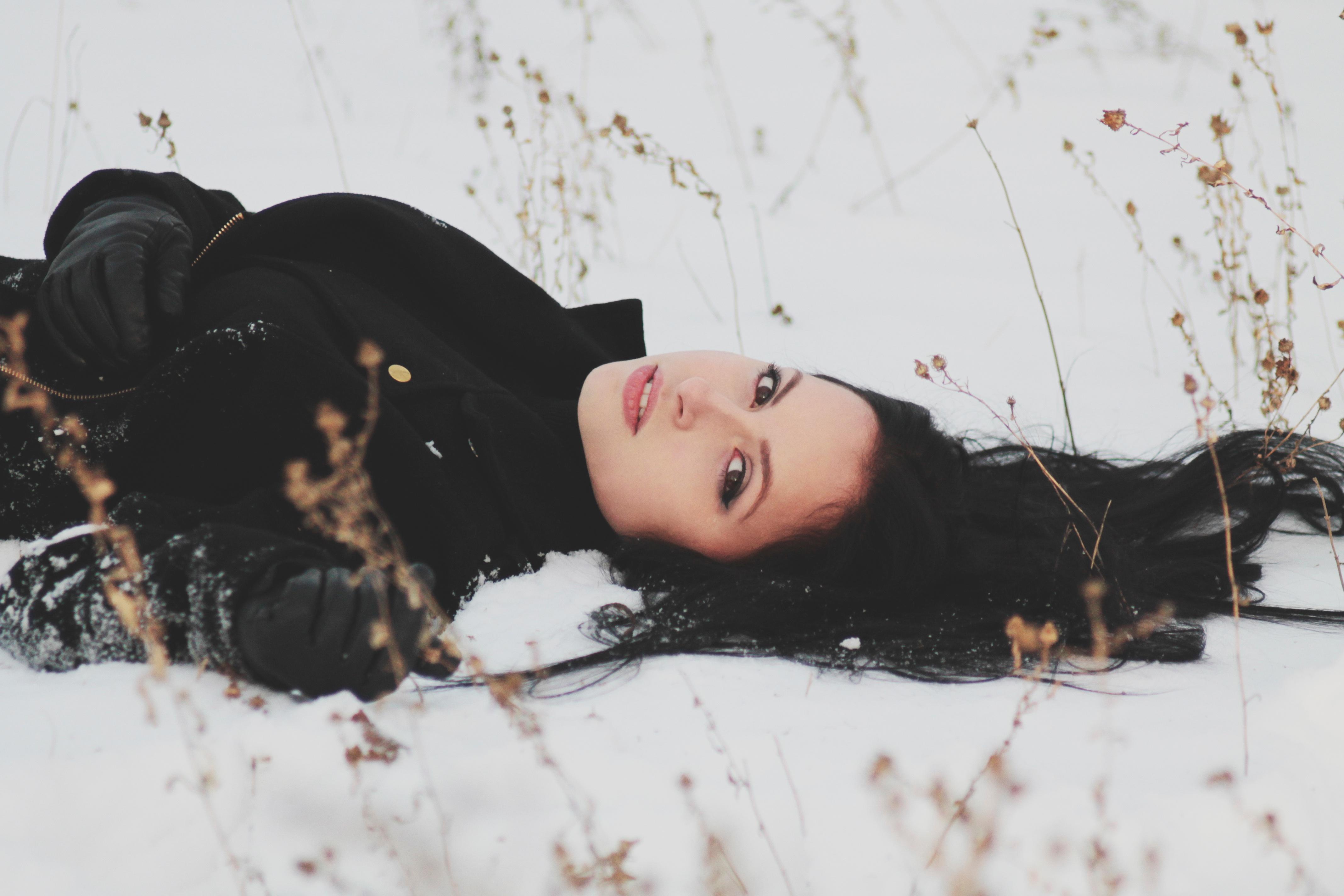 всех позы для фото лежа в снегу кавалеры