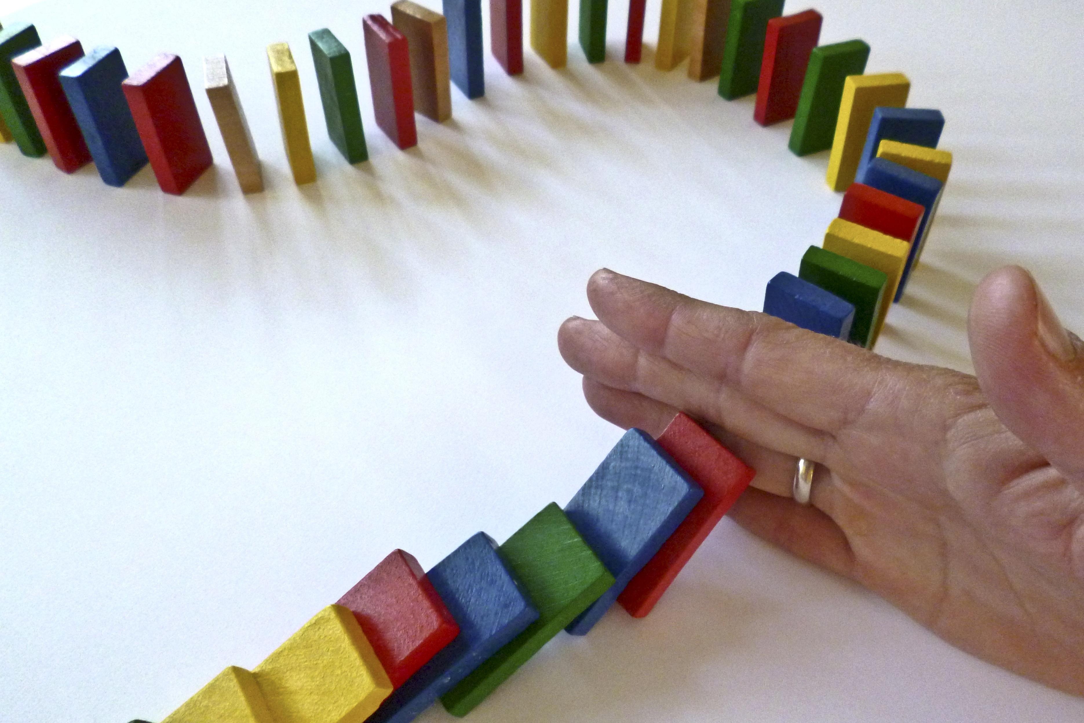 Fotoğraf El Oyun Renk Renkli Oyuncak Pastel Boya Taşlar