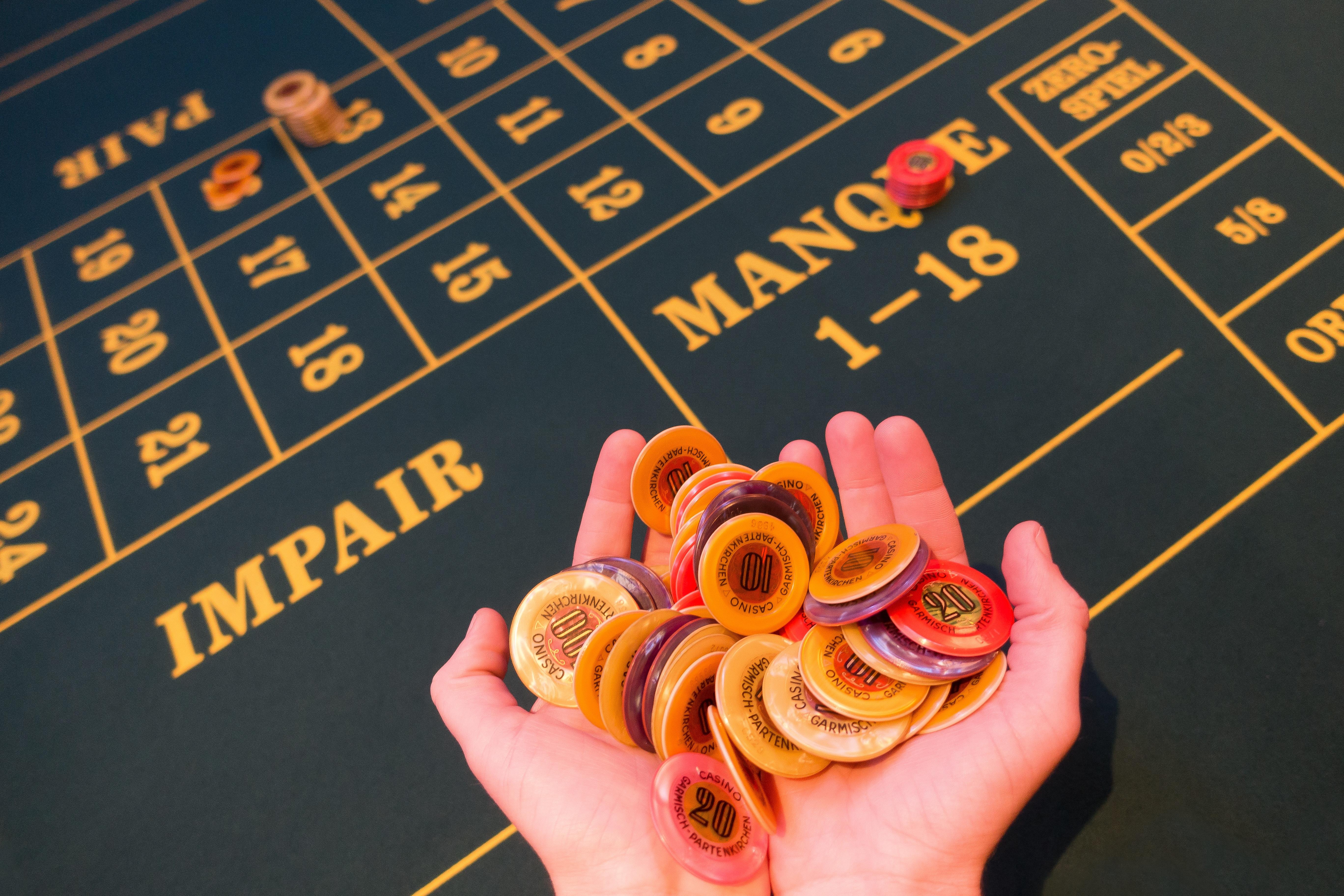 mano jugar flor nmero amarillo art utilizar fondo diseo cuadro casino juego suerte lleno lucro fondo