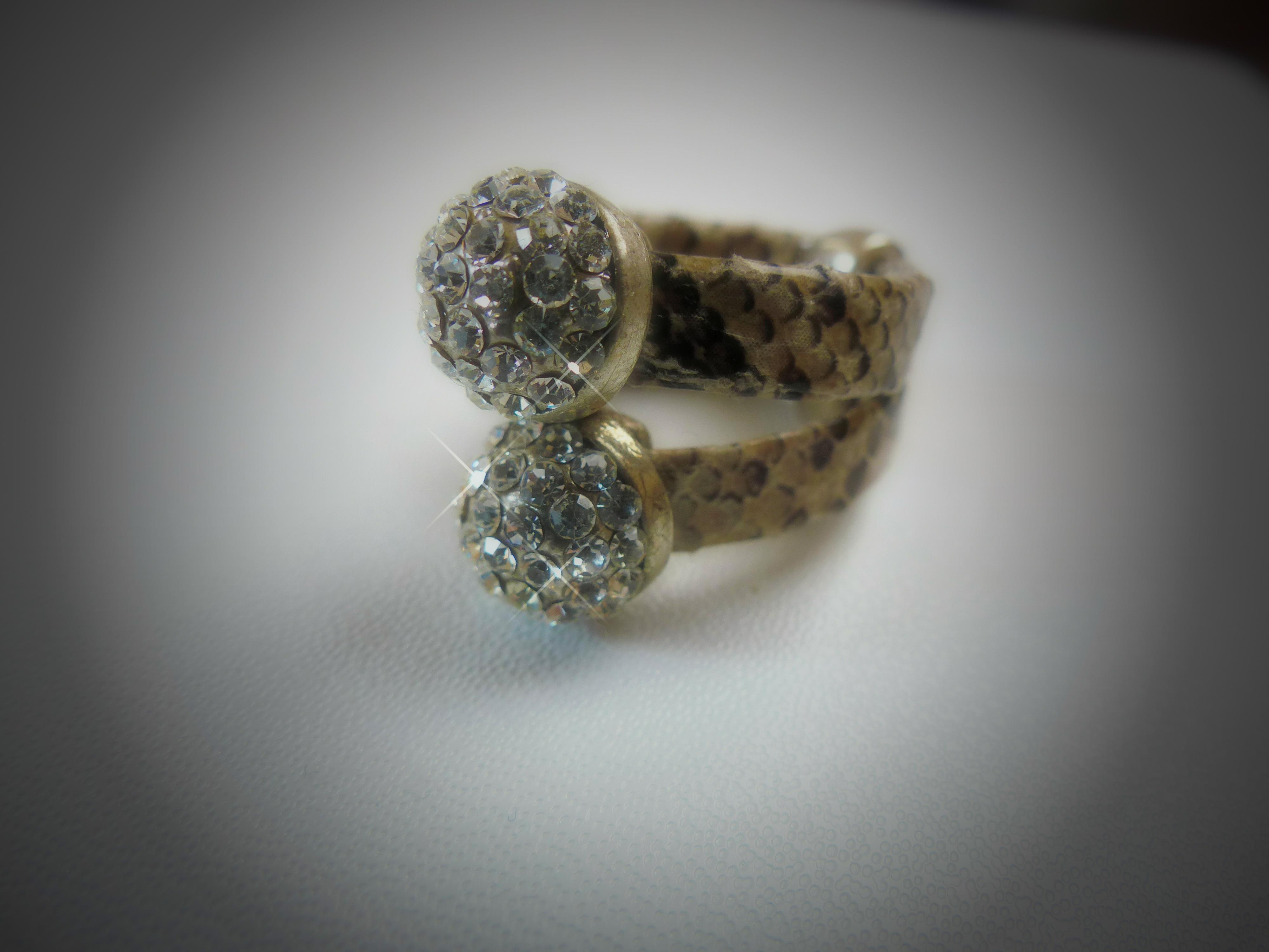 7f7501a0f3b3 mano anillo Moda de cerca joyería plata accesorios Organo diamante equipar  vestidos piedra preciosa Fotografía macro