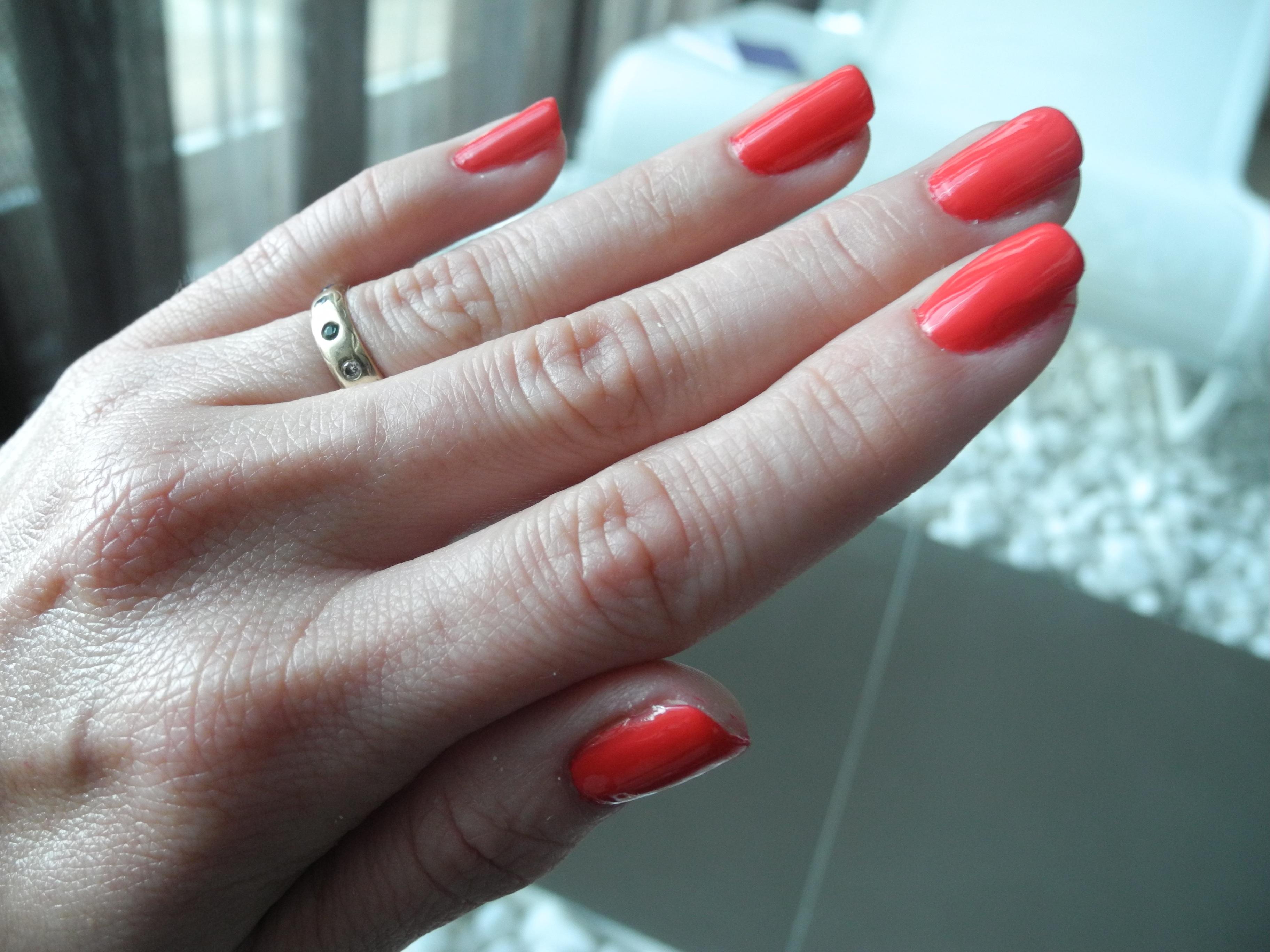 Fotos gratis : mano, anillo, dedo, rojo, pintar, uña, matrimonio ...