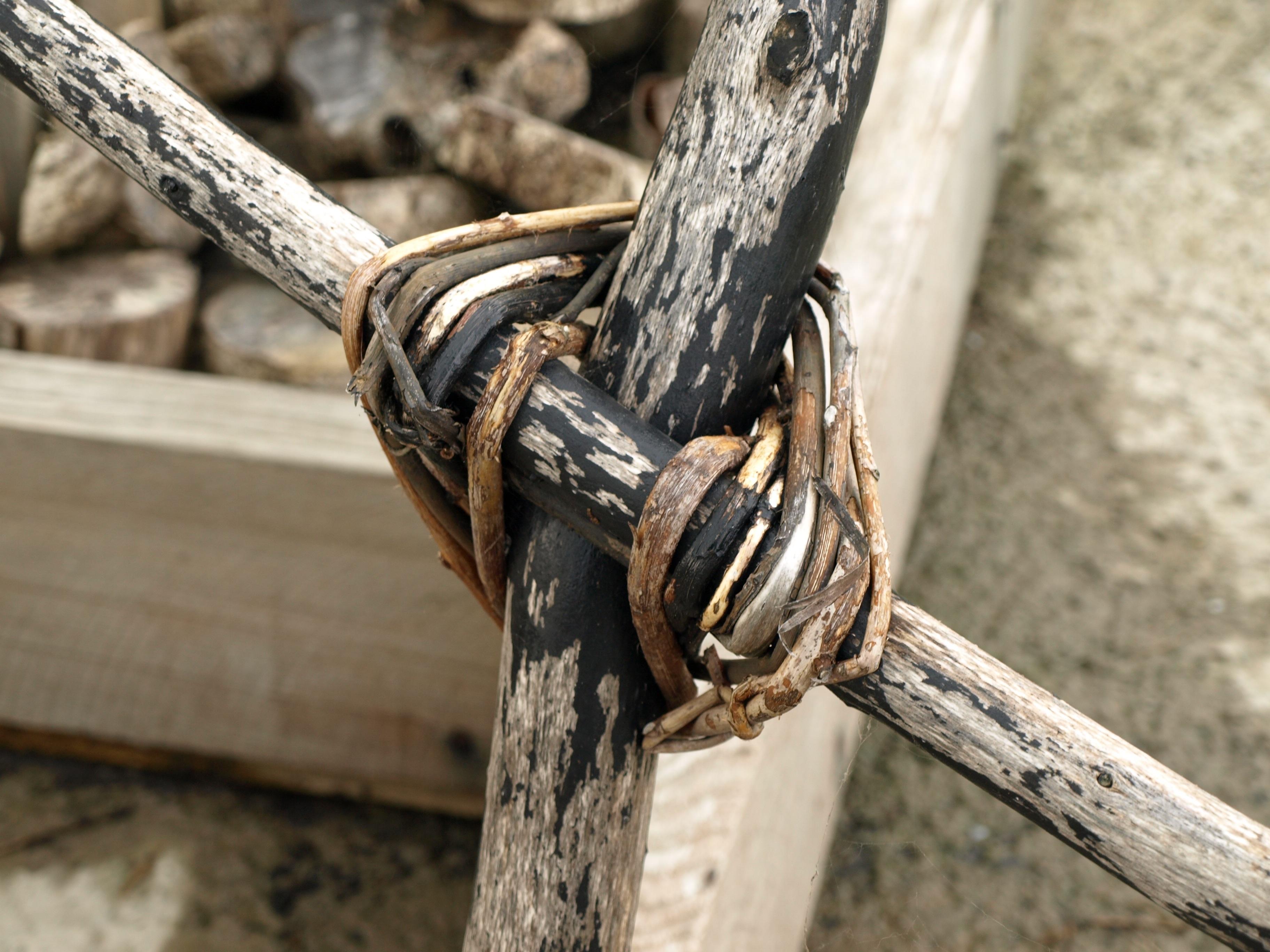 Kostenlose foto : Hand, Seil, Zaun, Holz, Rad, Kreuz, zusammen ...