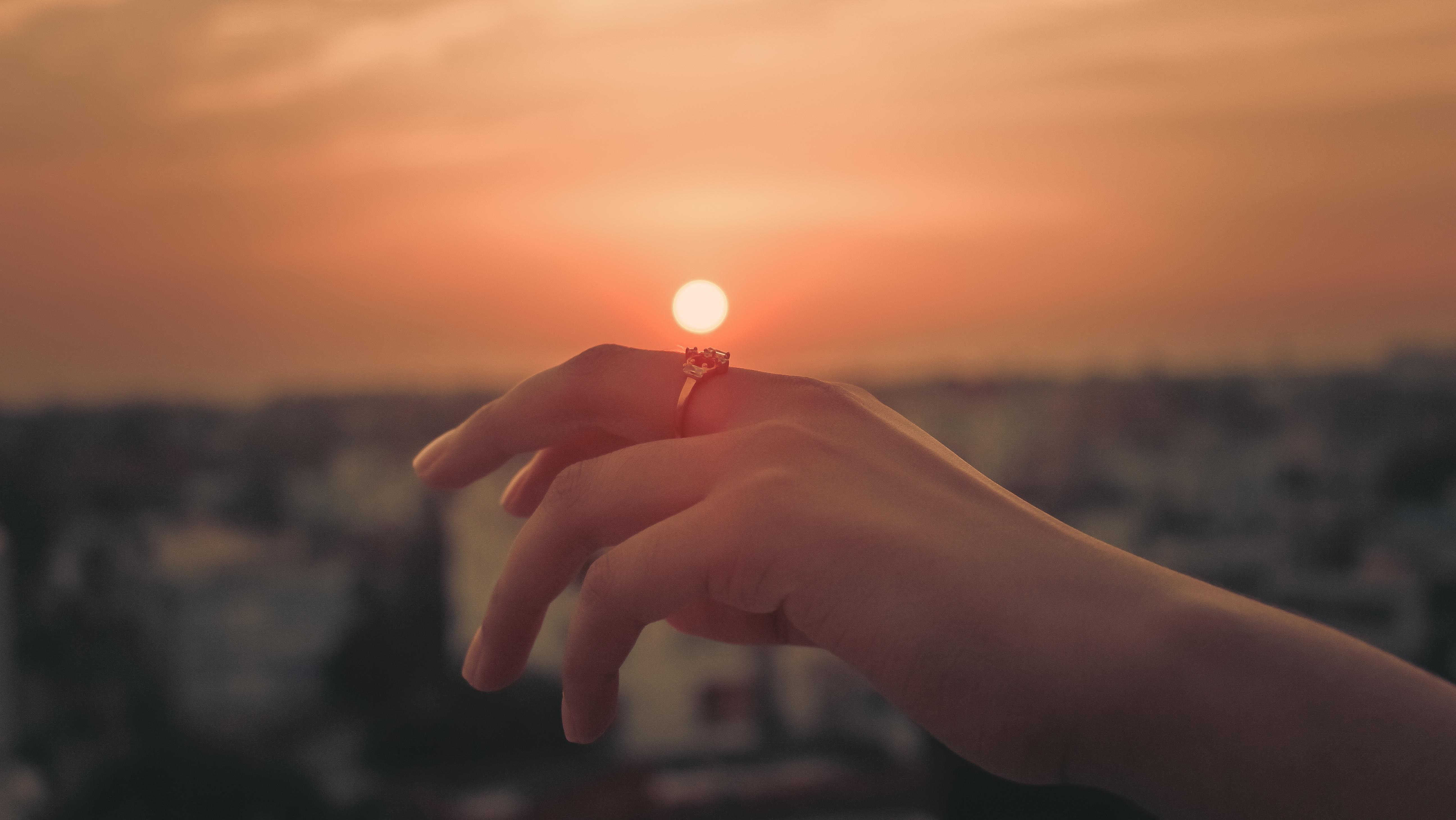 картинки красивый закат солнца в руках использовании электродвигателя