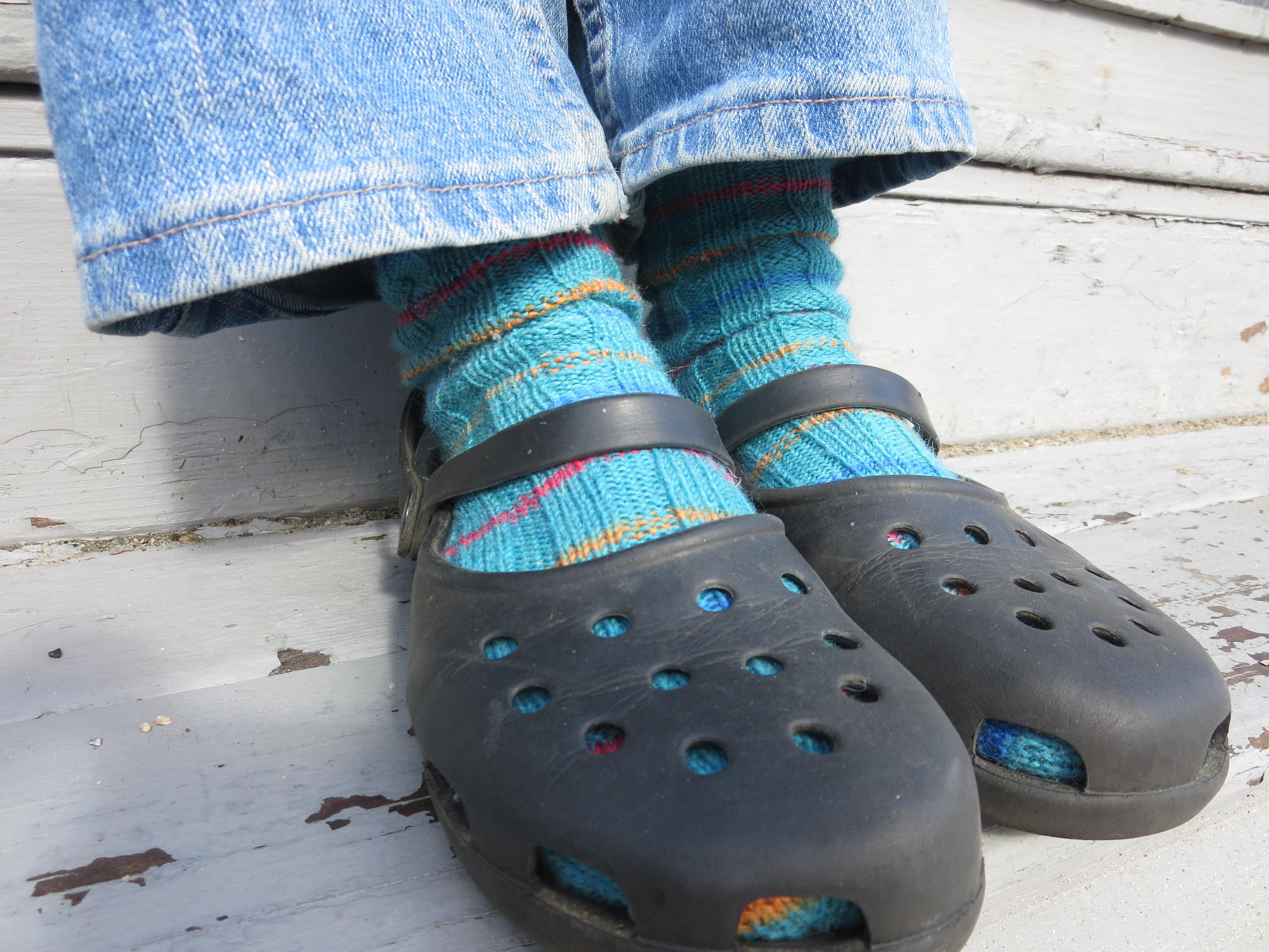 Fotos gratis : zapato, creativo, invierno, mujer, calentar, pierna ...