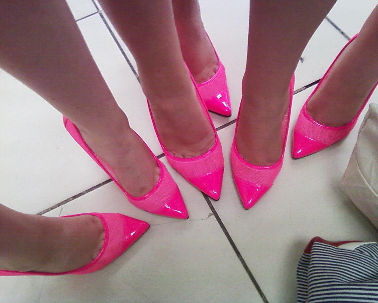 Free Images : hand, shoe, feet, female, leg, finger, fashion ...