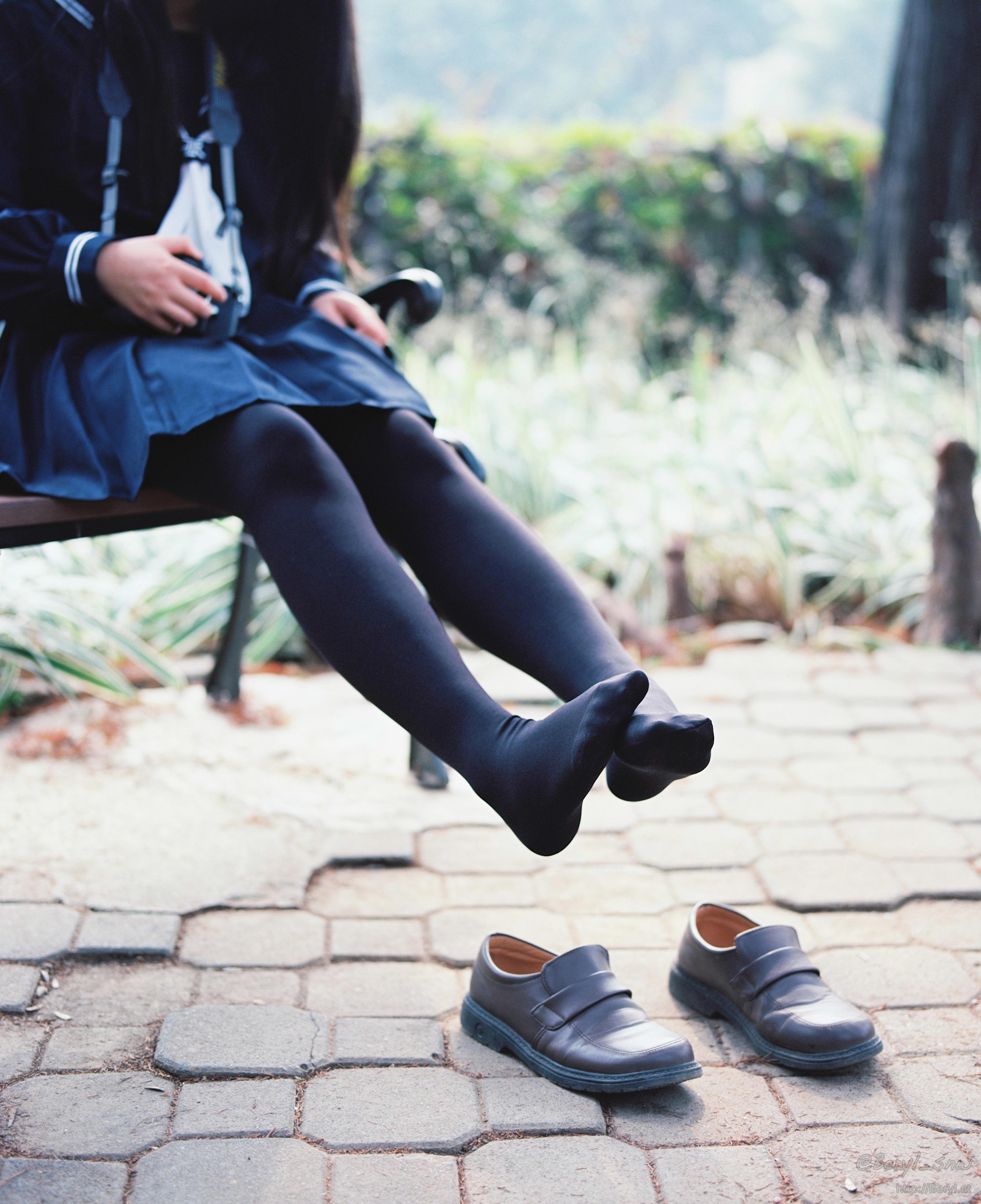 Free Images  Hand, Shoe, Winter, Bokeh, Girl, White -8290