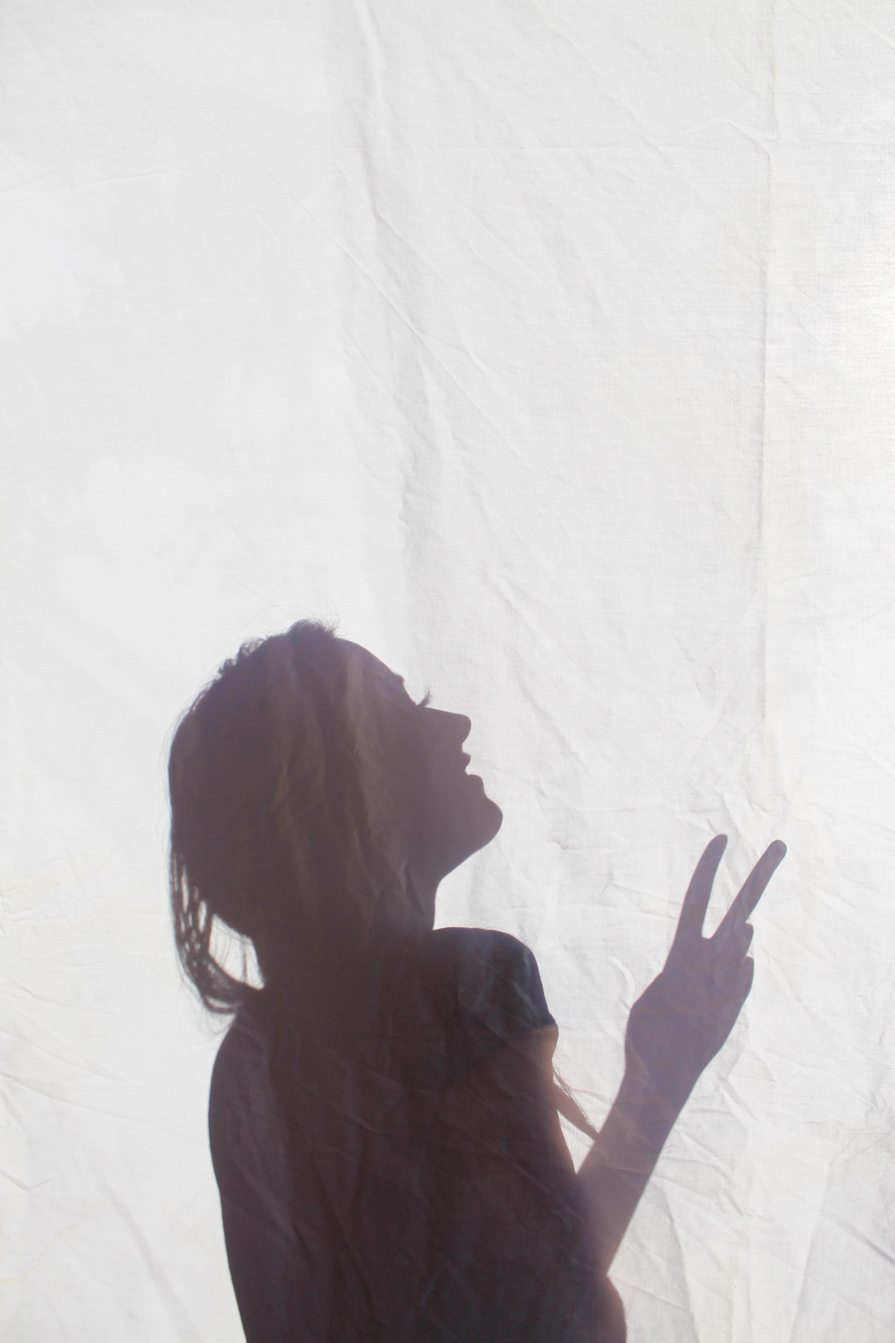 Gambar Tangan Bayangan Hitam Putih Liar Bersantai
