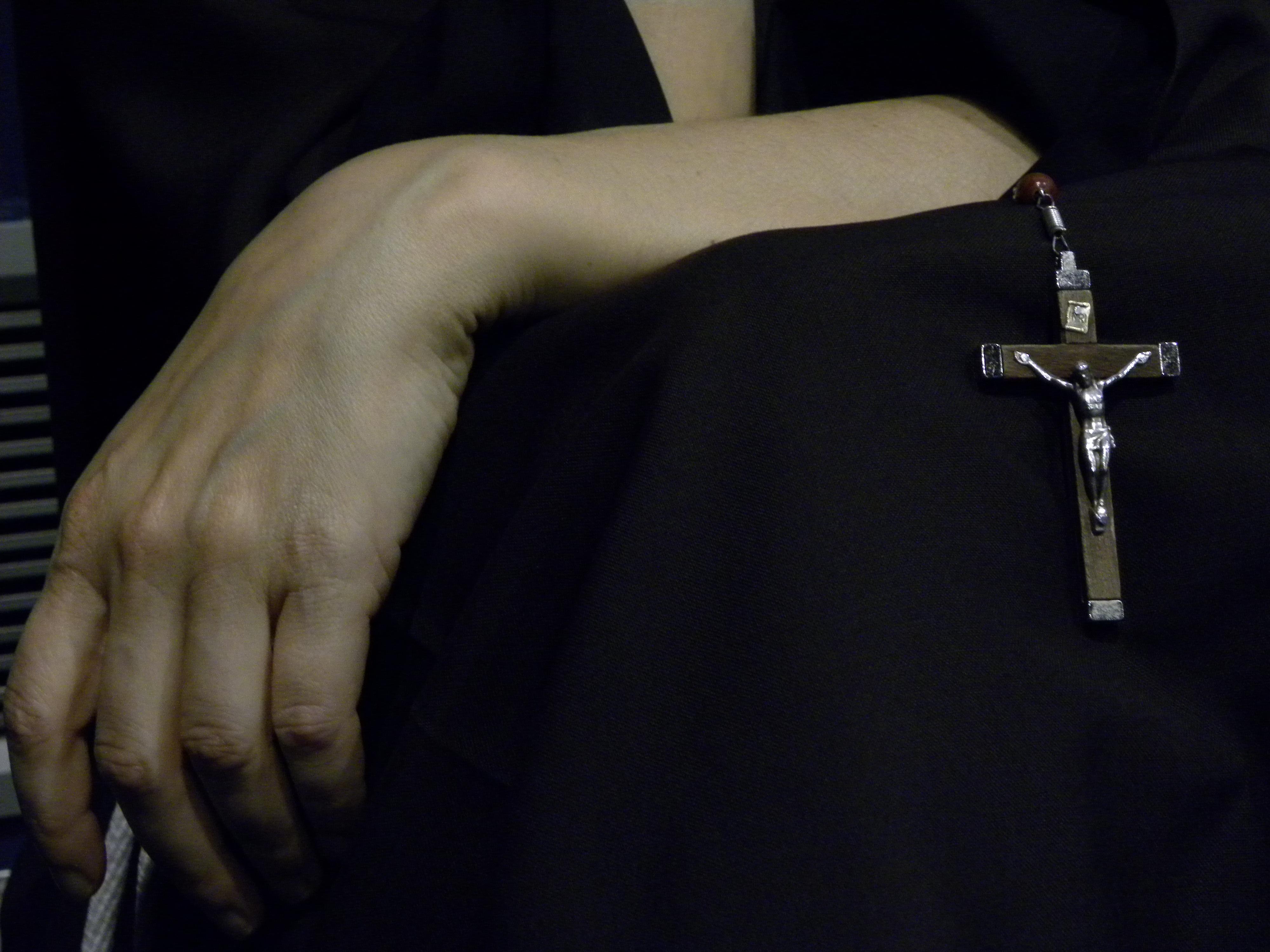 Рука священника картинка