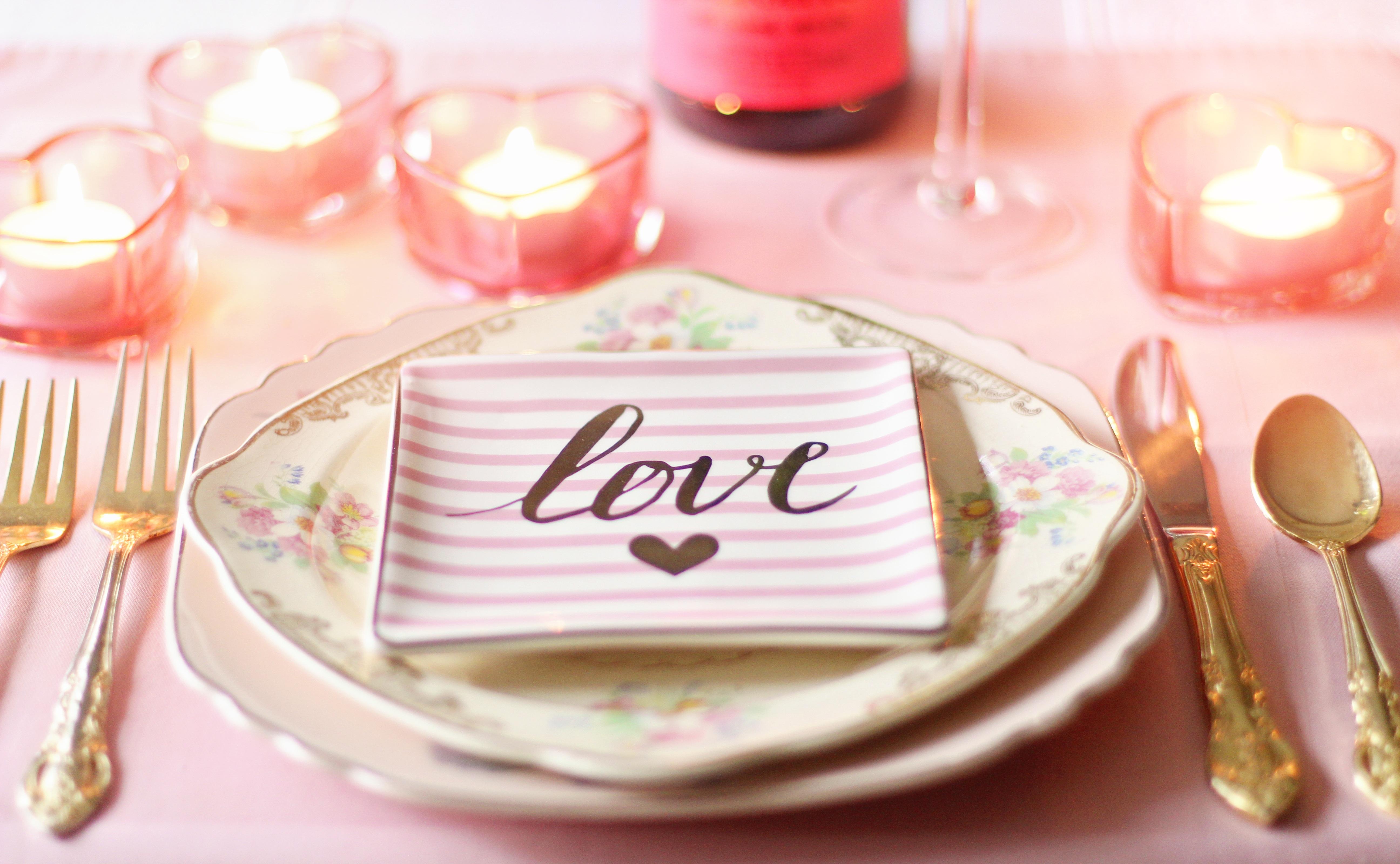 Fotos gratis : mano, mesa, tenedor, vendimia, flor, pétalo ...