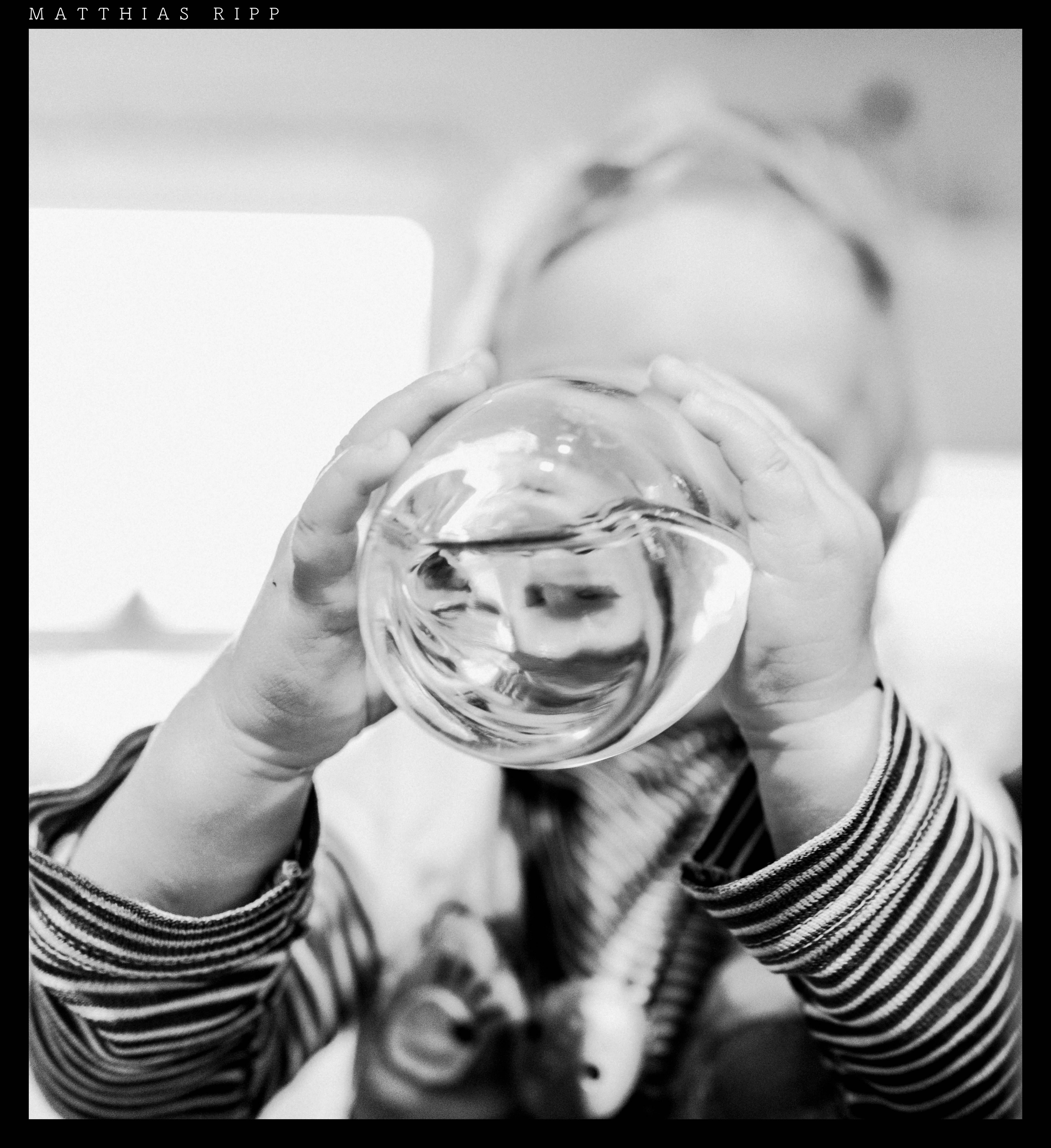 Kostenlose foto : Hand, Tabelle, Wasser, Person, Schwarz und weiß ...