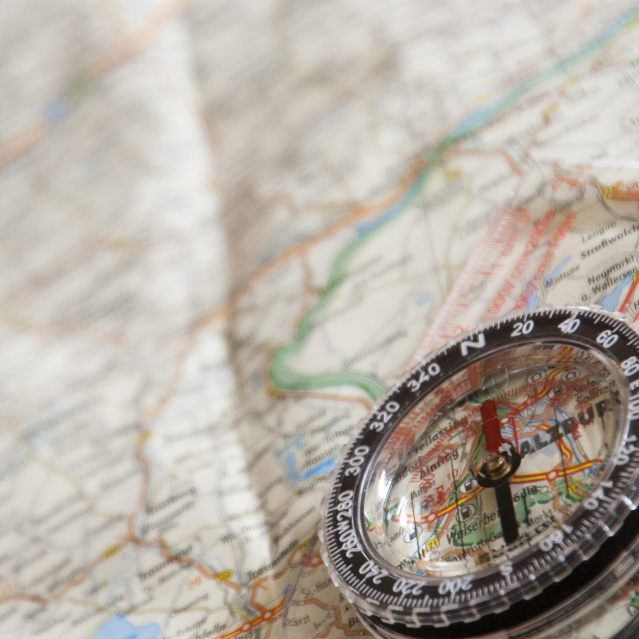 navigasjon kart Bildet : hånd, kjøretøy, kompass, kart, Nord, navigasjon  navigasjon kart