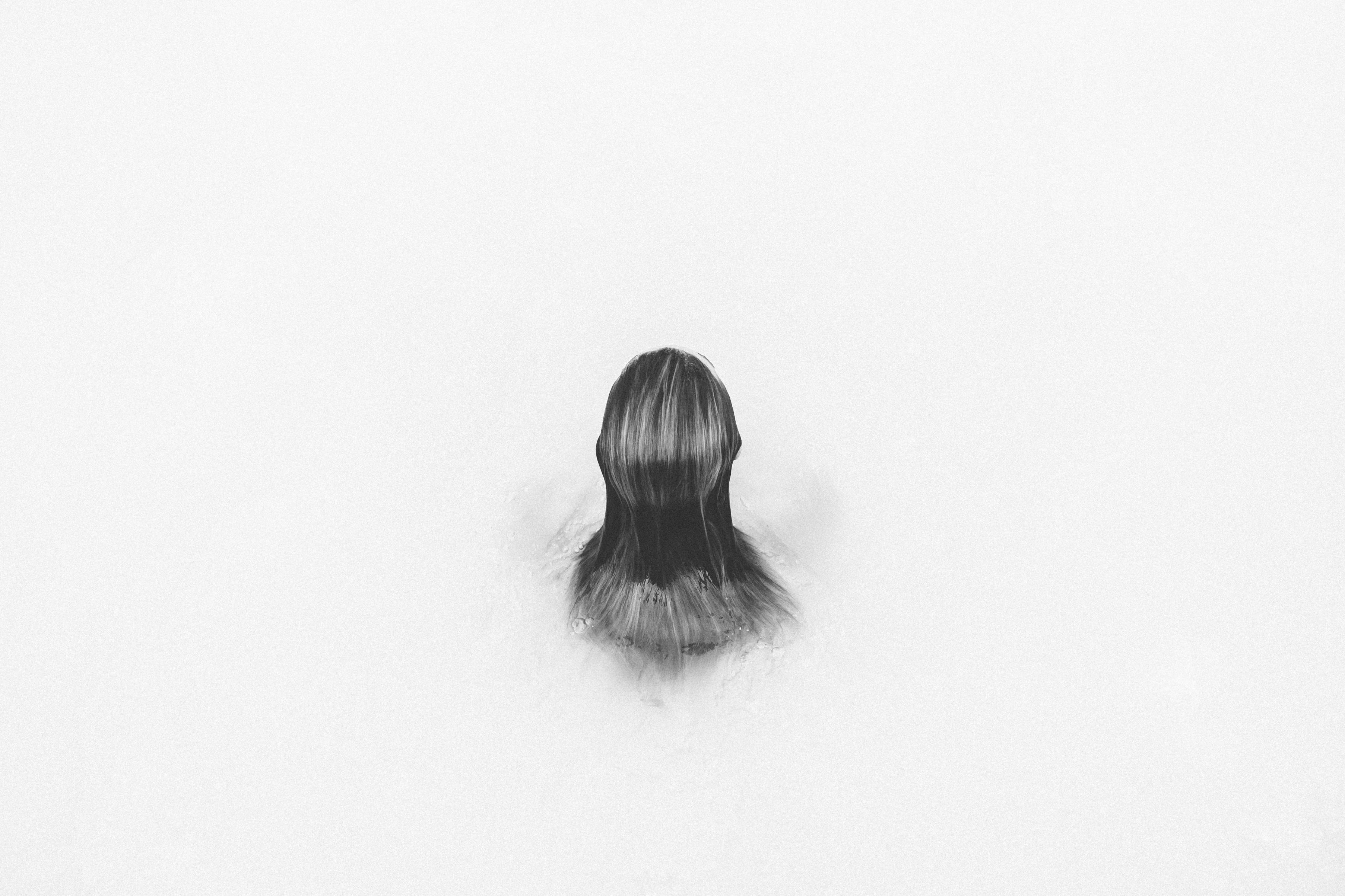 Gambar Tangan Air Orang Hitam Dan Putih Gadis Wanita