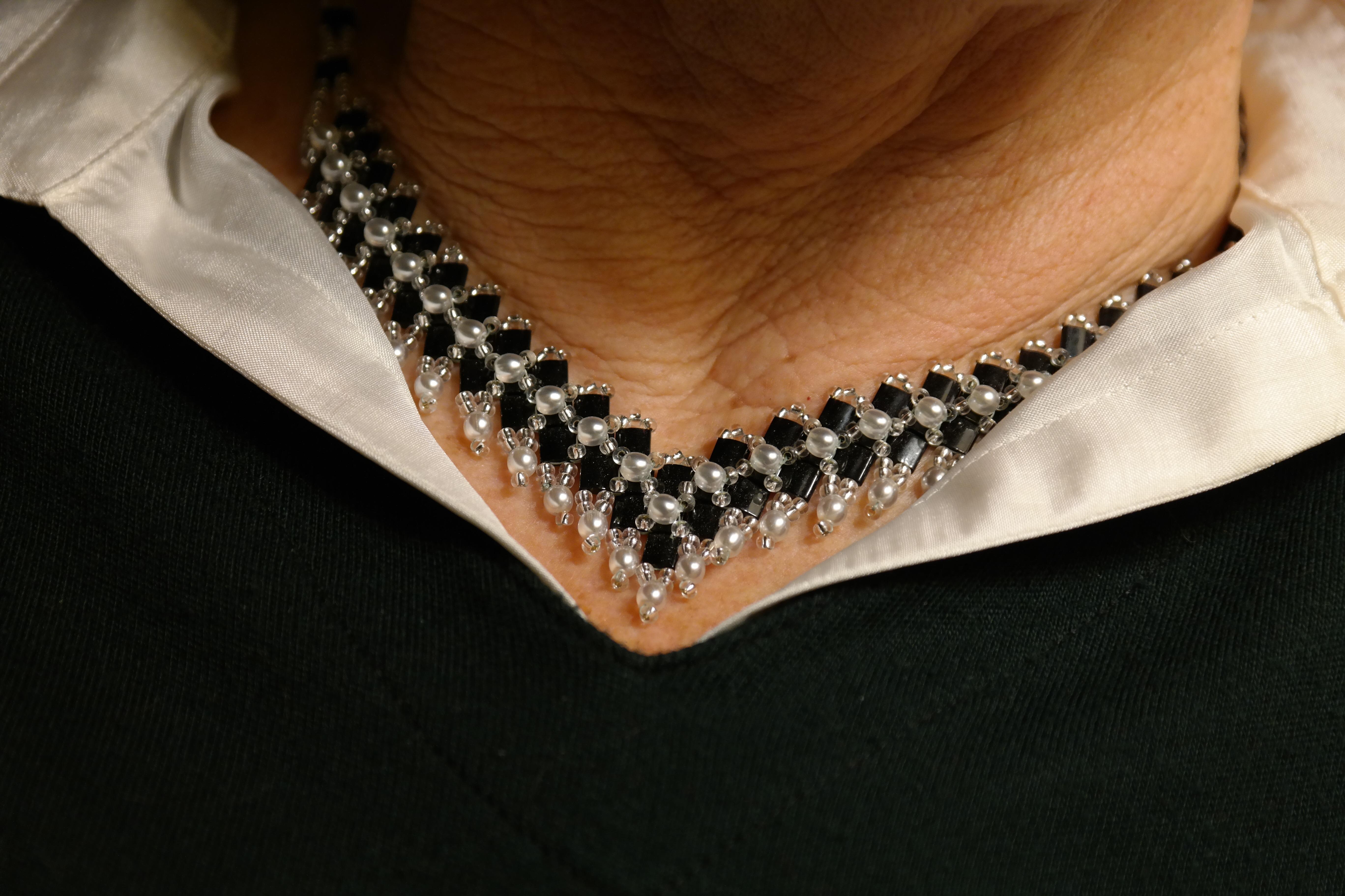 3ab56089185d mano mujer cadena ropa negro material collar pulsera joyería textil cuello  blusa Accesorio de moda Public Domain. Al igual que Pxhere en Facebook