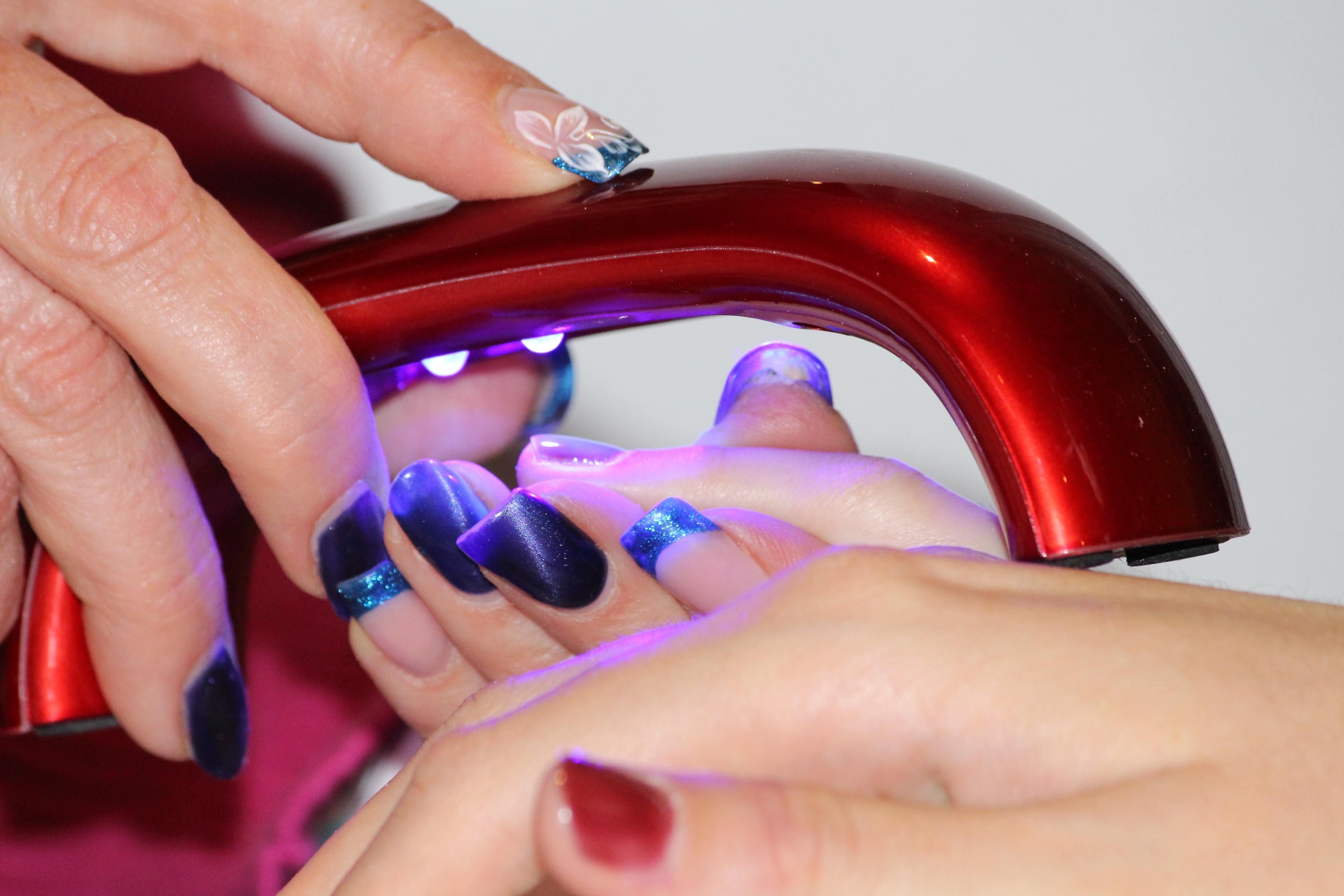Kostenlose foto : Hand, Frau, trocken, Bein, Finger, rot, Farbe ...