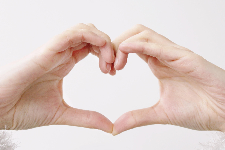 hand hearts wallpaper - 960×640