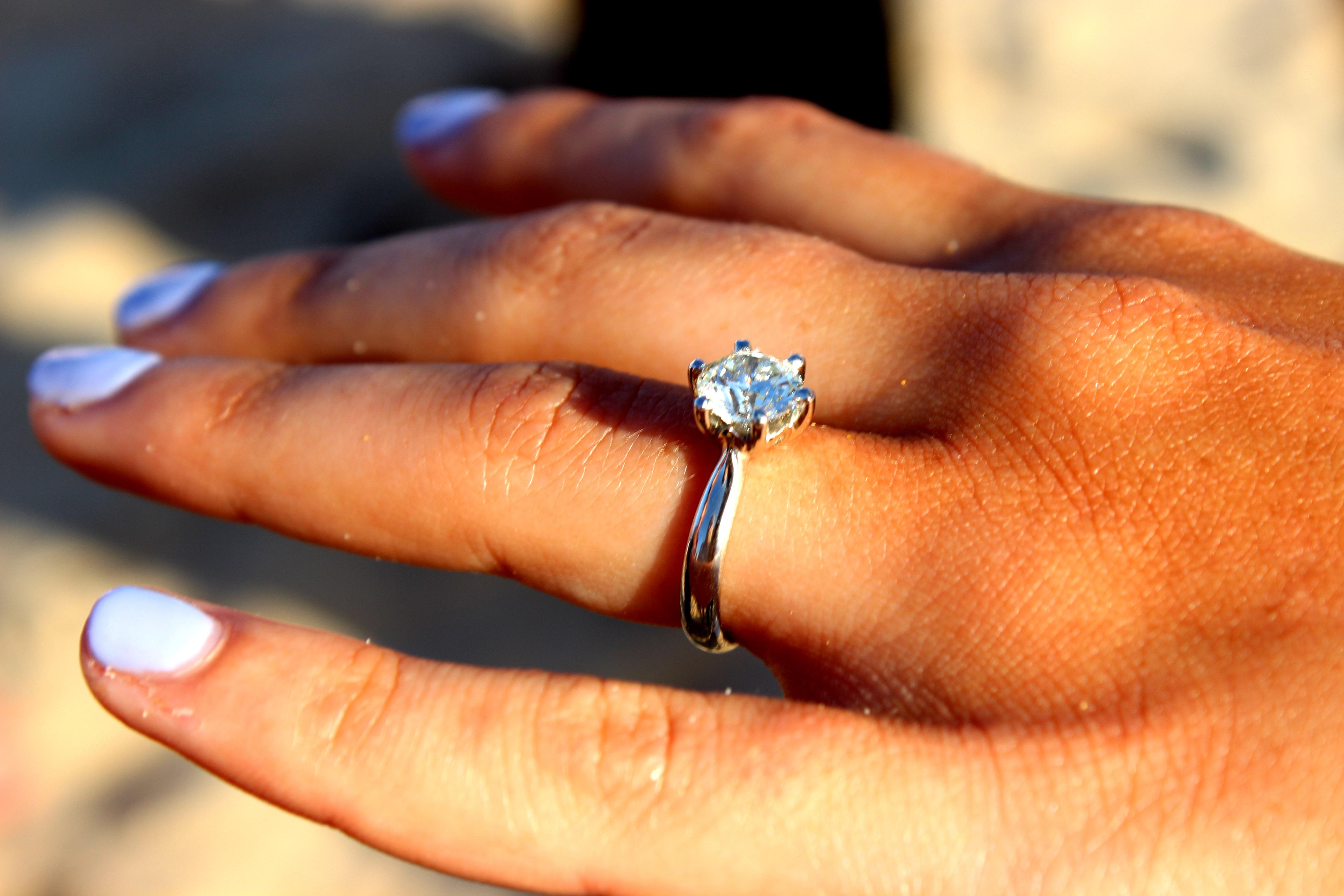 Fotos gratis : mano, mujer, celebracion, amor, dedo, romance ...