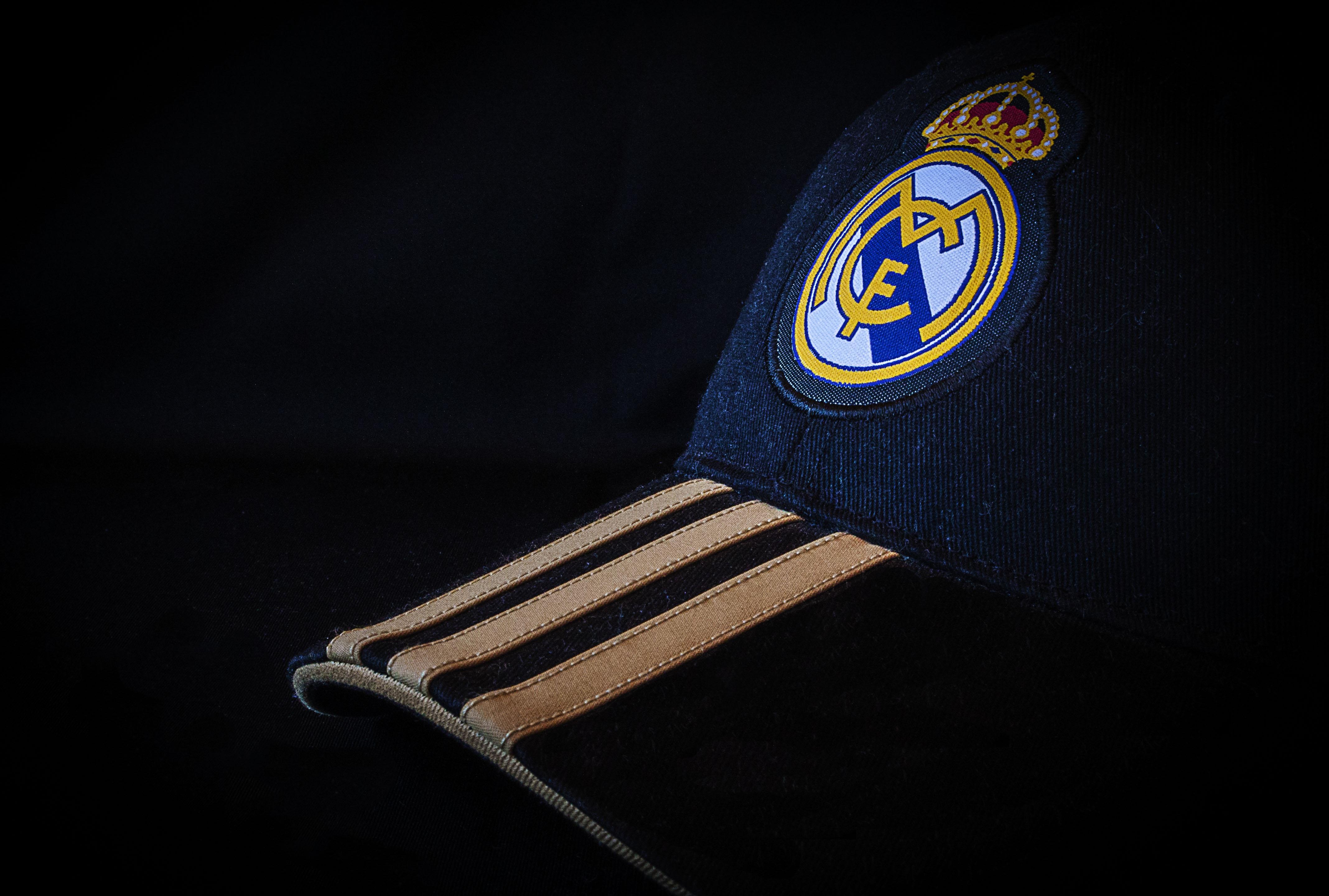 Fotos gratis sombrero azul ropa marca espaa gorra campen sombrero azul ropa marca espaa gorra campen escudo de armas real madrid altavistaventures Choice Image