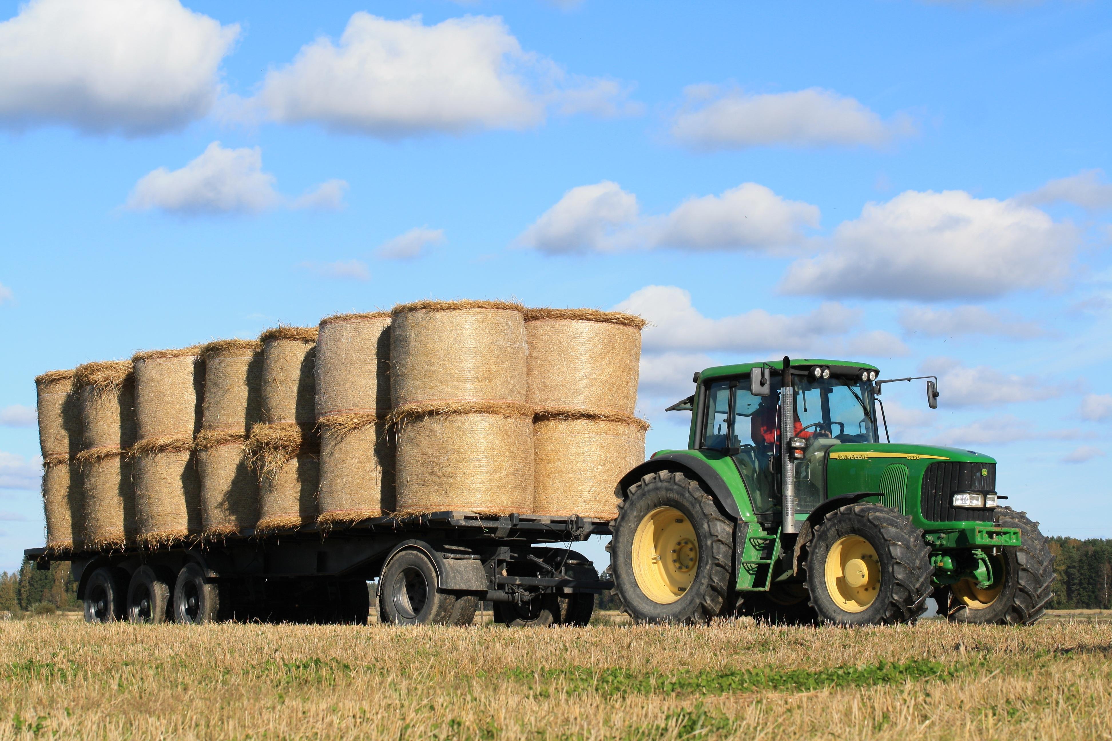Kostenlose foto : Heu, Traktor, Feld, Bauernhof, Transport, Ernte ...