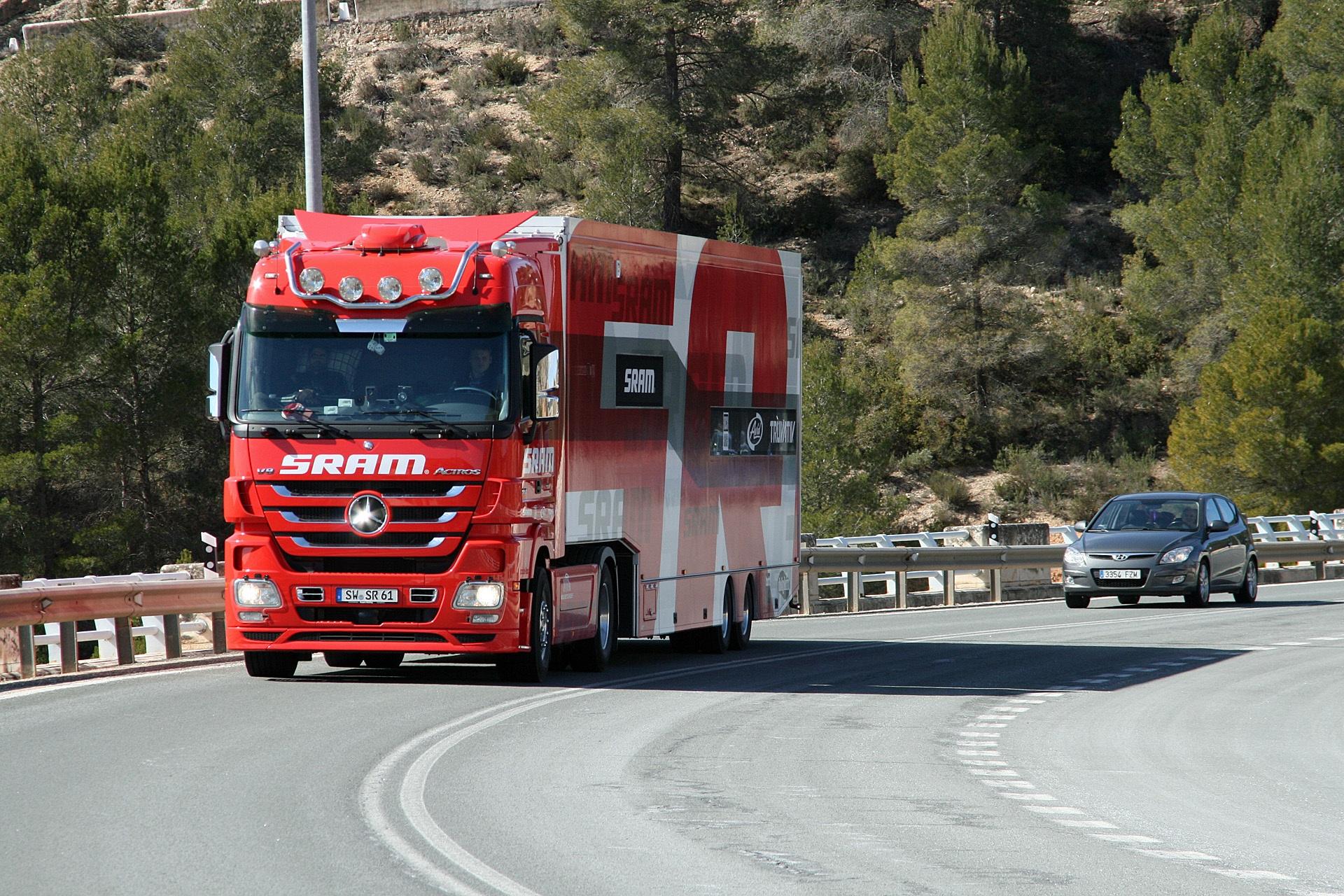Free images highway transport emergency service roar for Mercedes benz of nashville service department