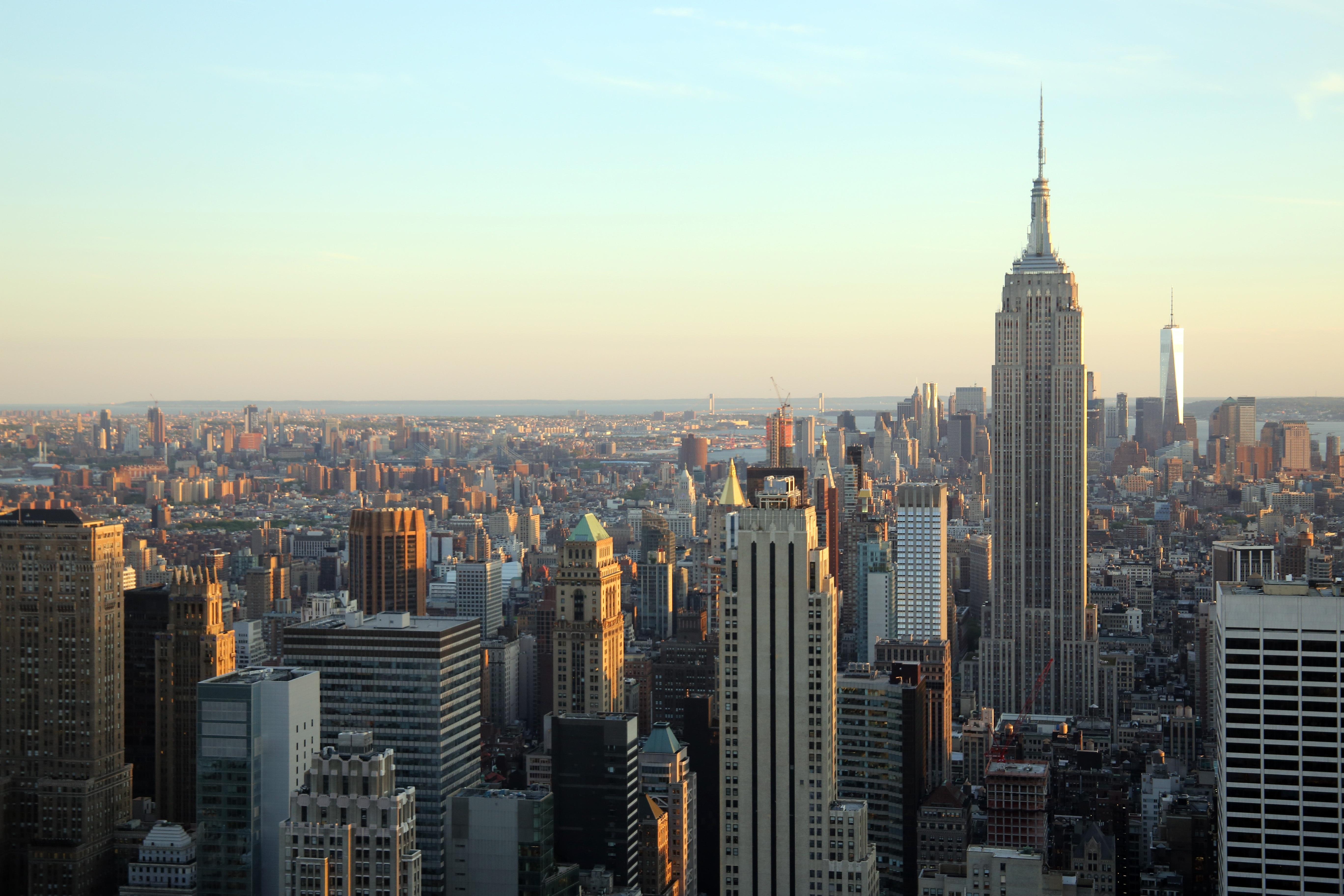 fotos gratis horizonte rascacielos nueva york manhattan paisaje urbano centro de la ciudad oscuridad noche torre punto de