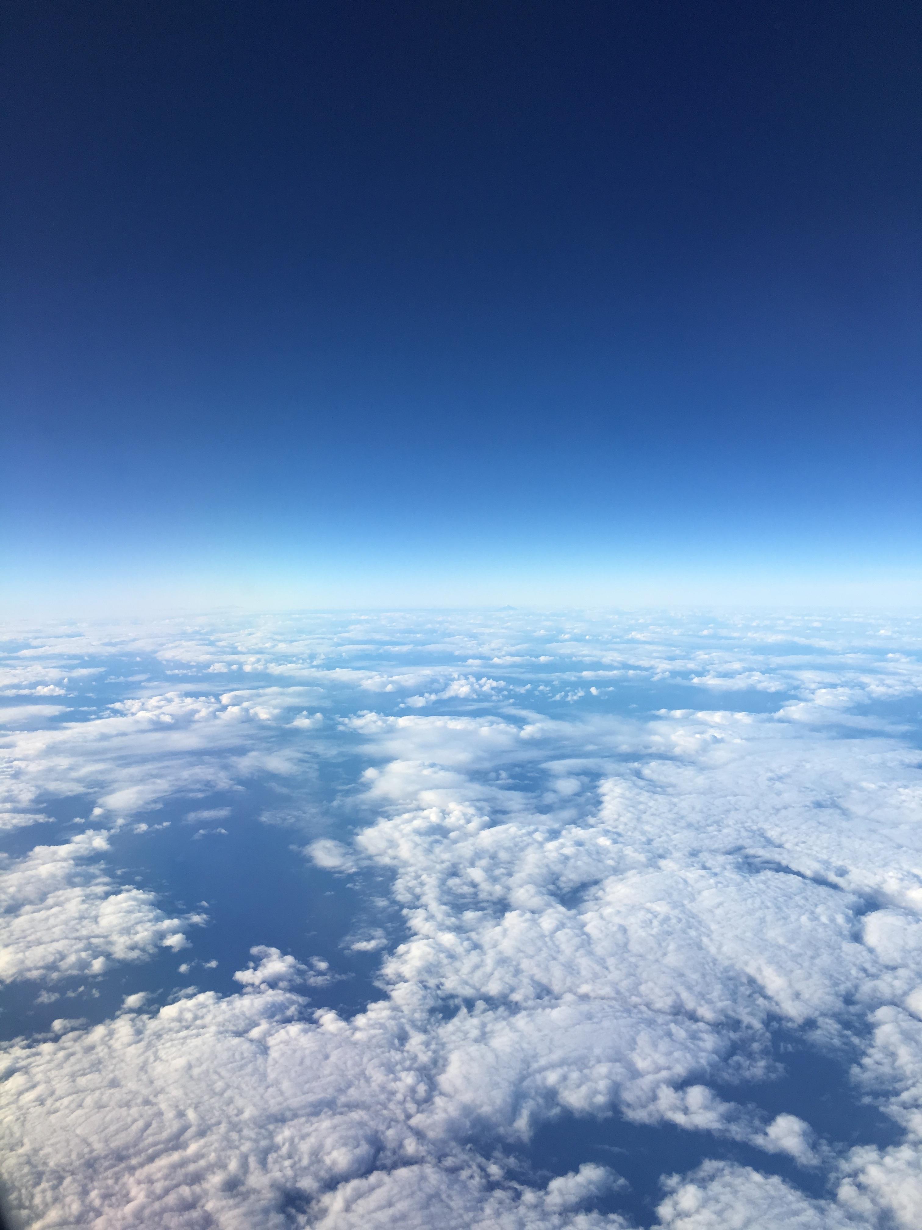 Фото с земным шаром в облаках