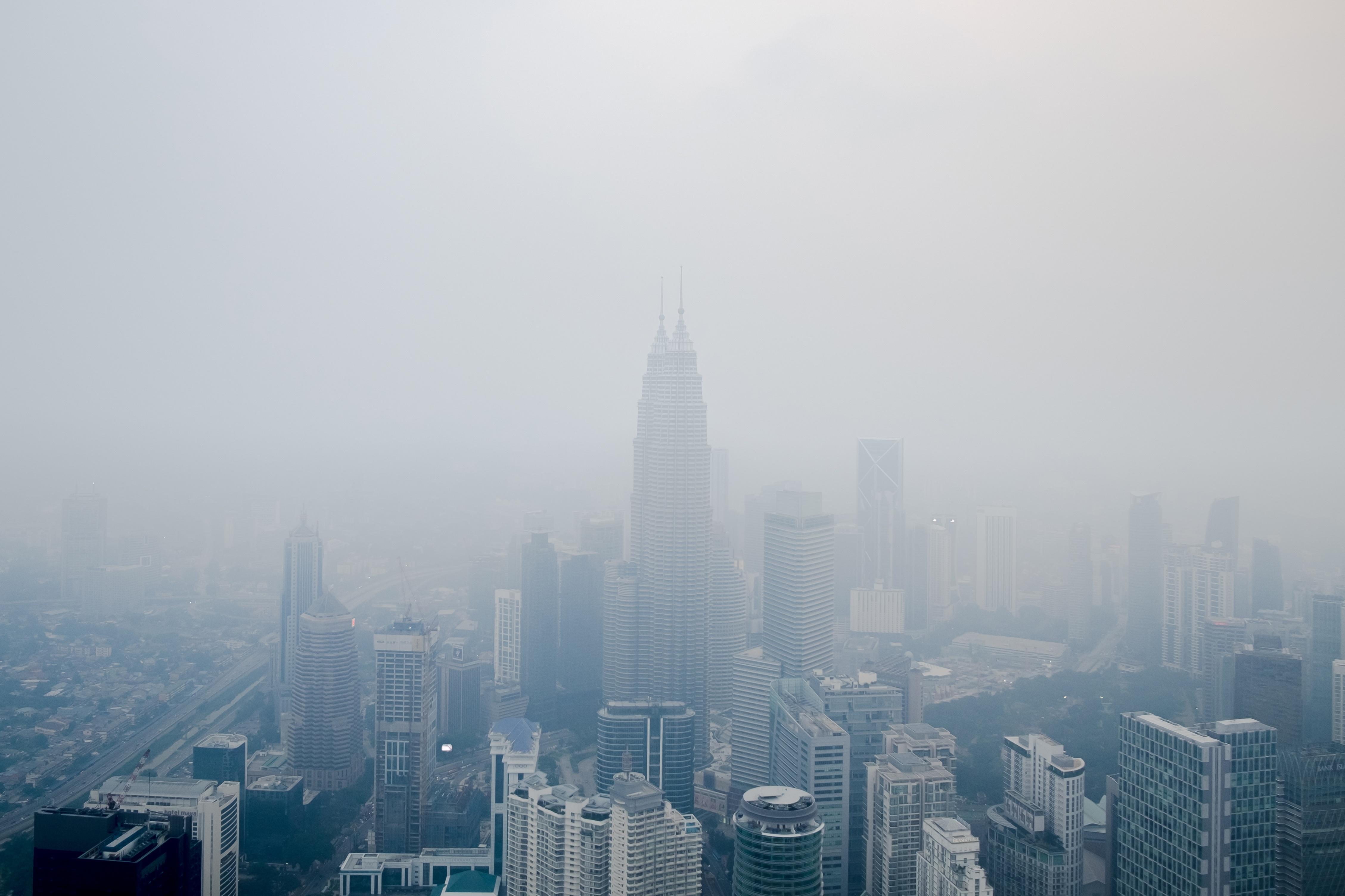 Картинка город с туманом