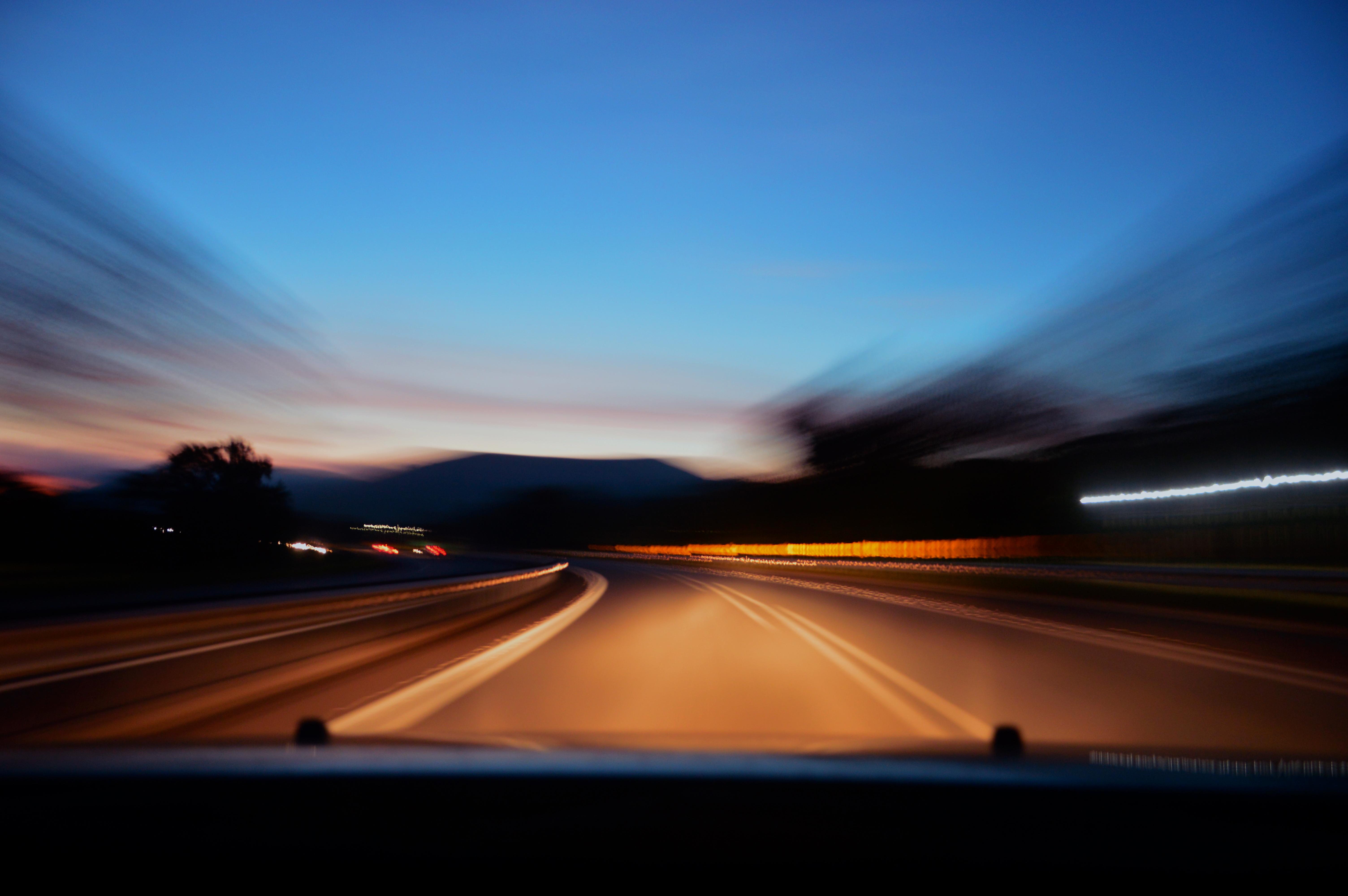 Машины ночью на дорогах картинки