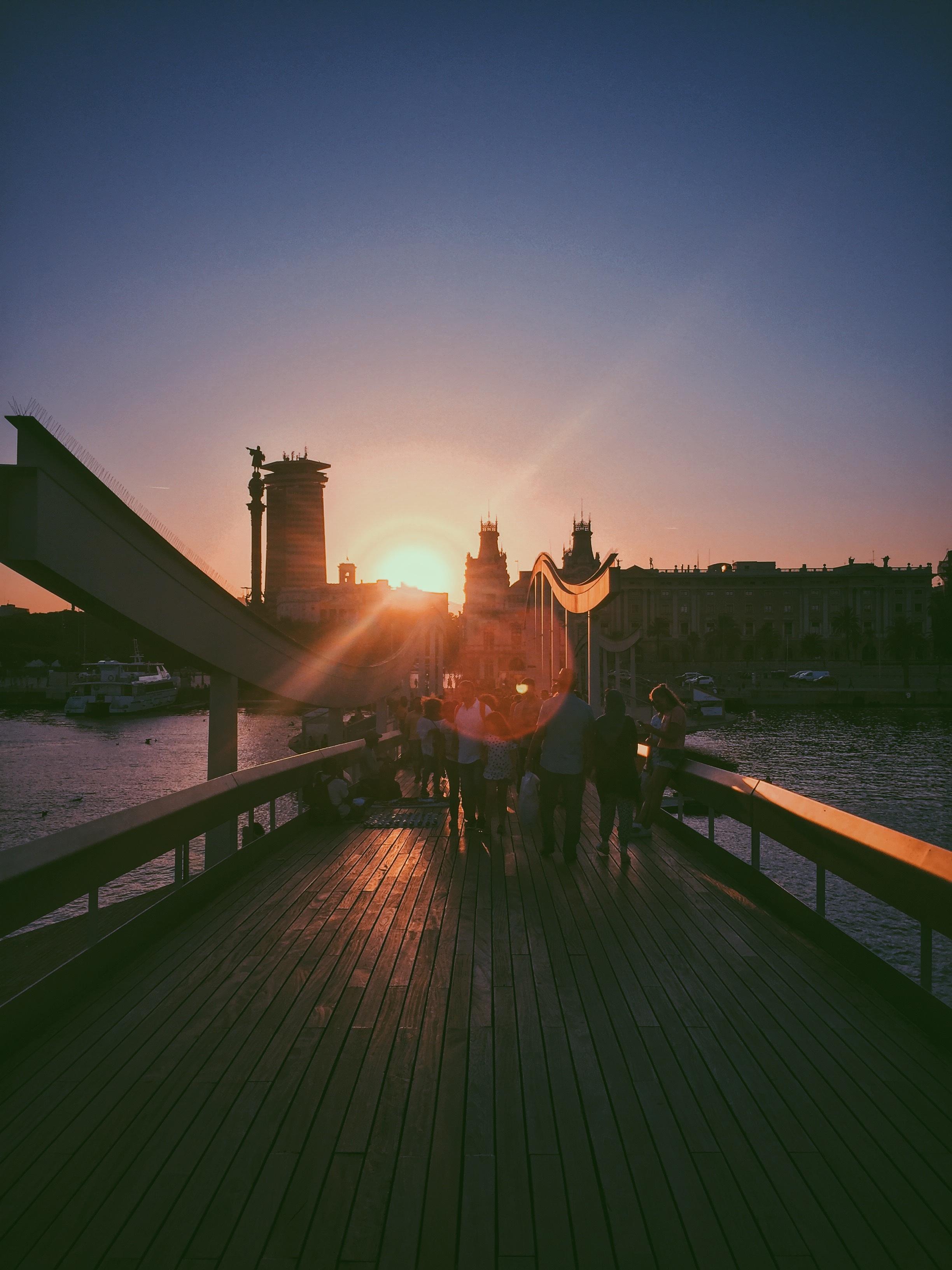 Фотографировать рассвет с моста
