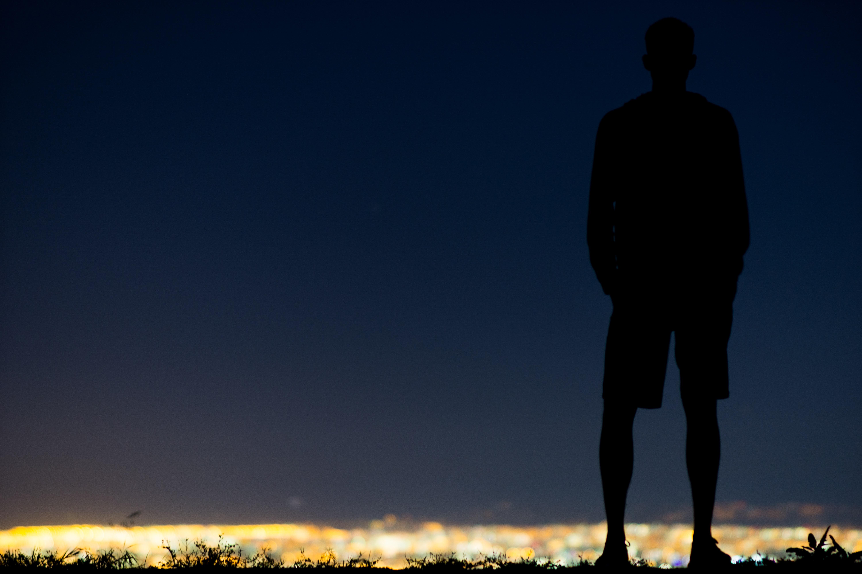 Картинка тень мужчины с телефоном