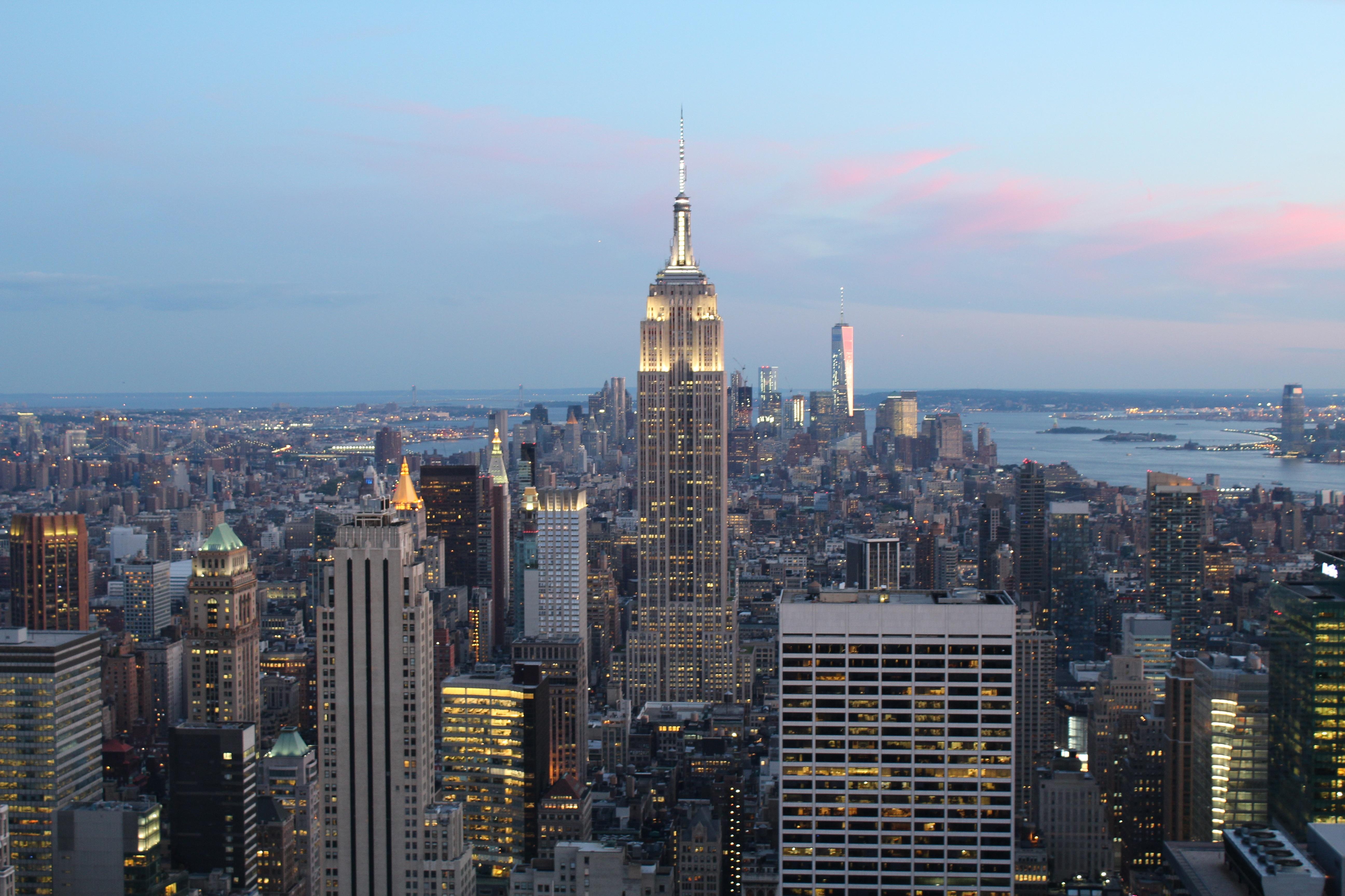 fotos gratis horizonte rascacielos nueva york paisaje urbano centro de la ciudad oscuridad noche torre punto de referencia edificio empire state