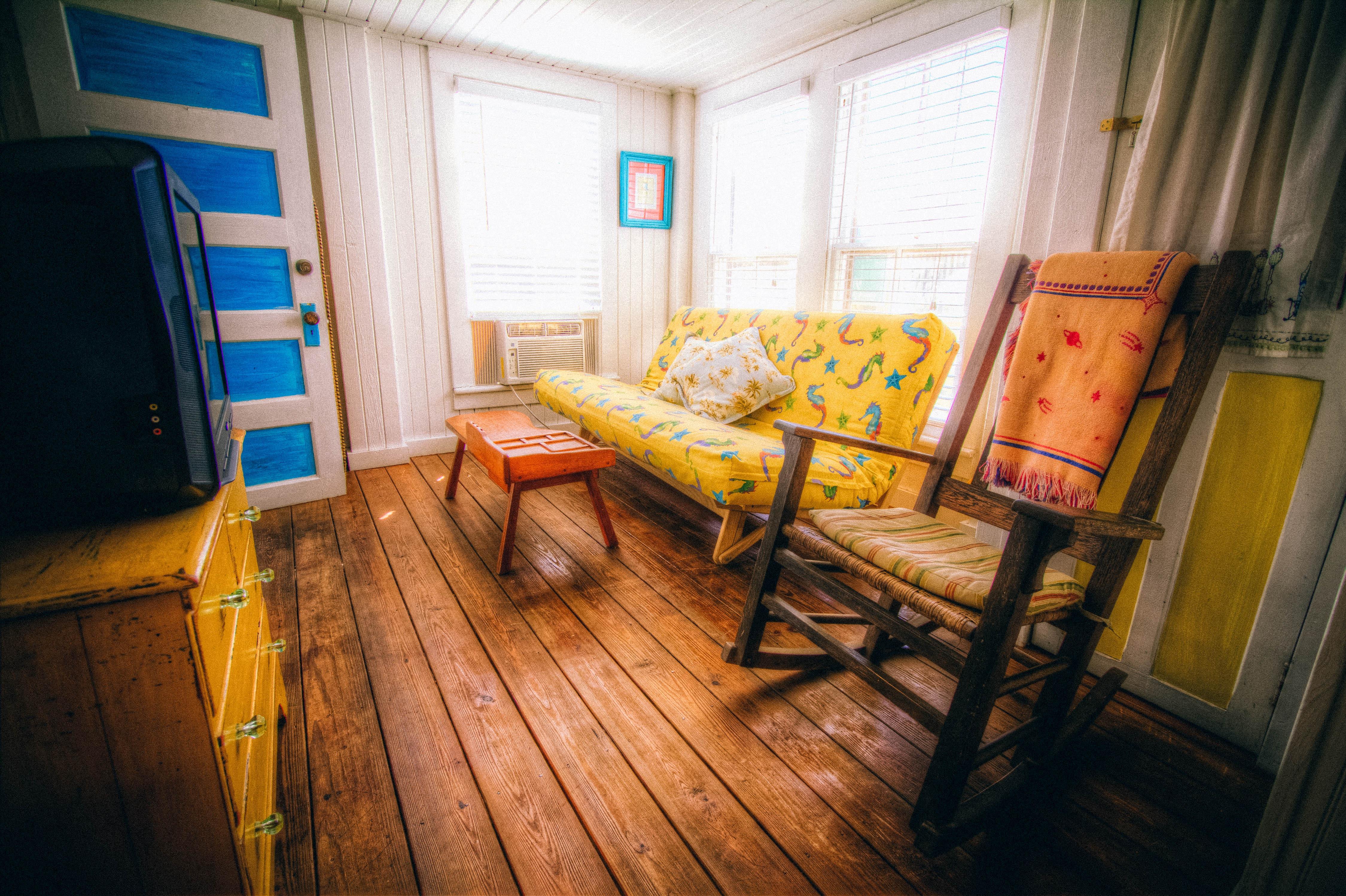 Fotos gratis piso asientos ventana edificio r stico for Decoracion de interiores gratis