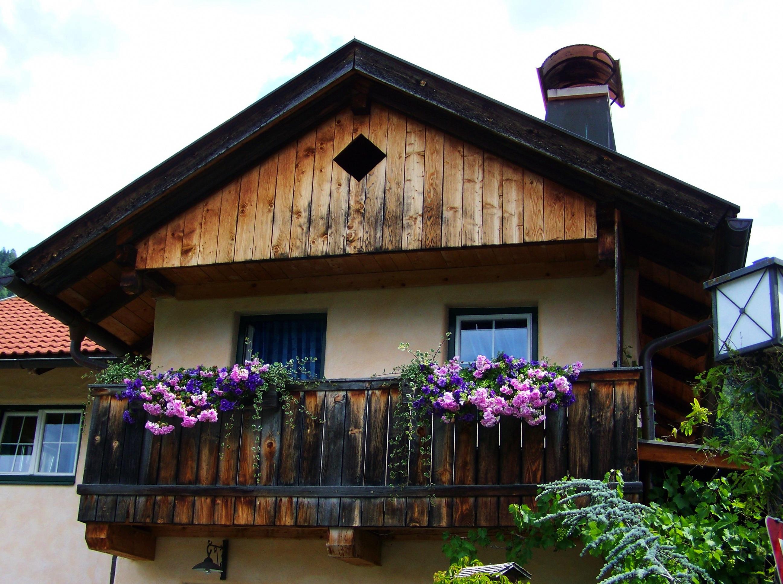 Images gratuites maison fleur b timent balcon chalet for Facade maison avec balcon