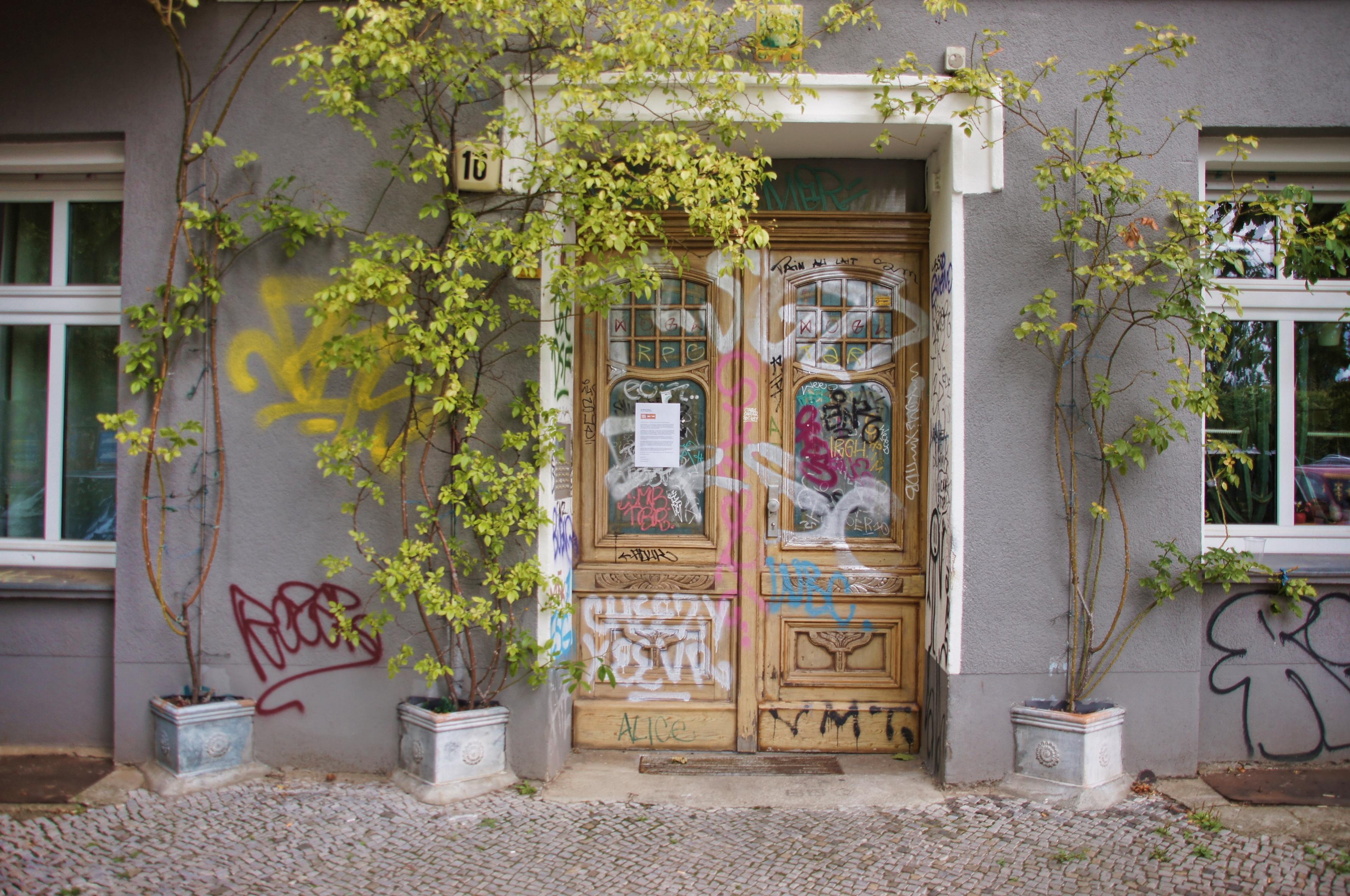 images gratuites maison fleur b timent mur porche chalet fa ade jardin graffiti porte. Black Bedroom Furniture Sets. Home Design Ideas
