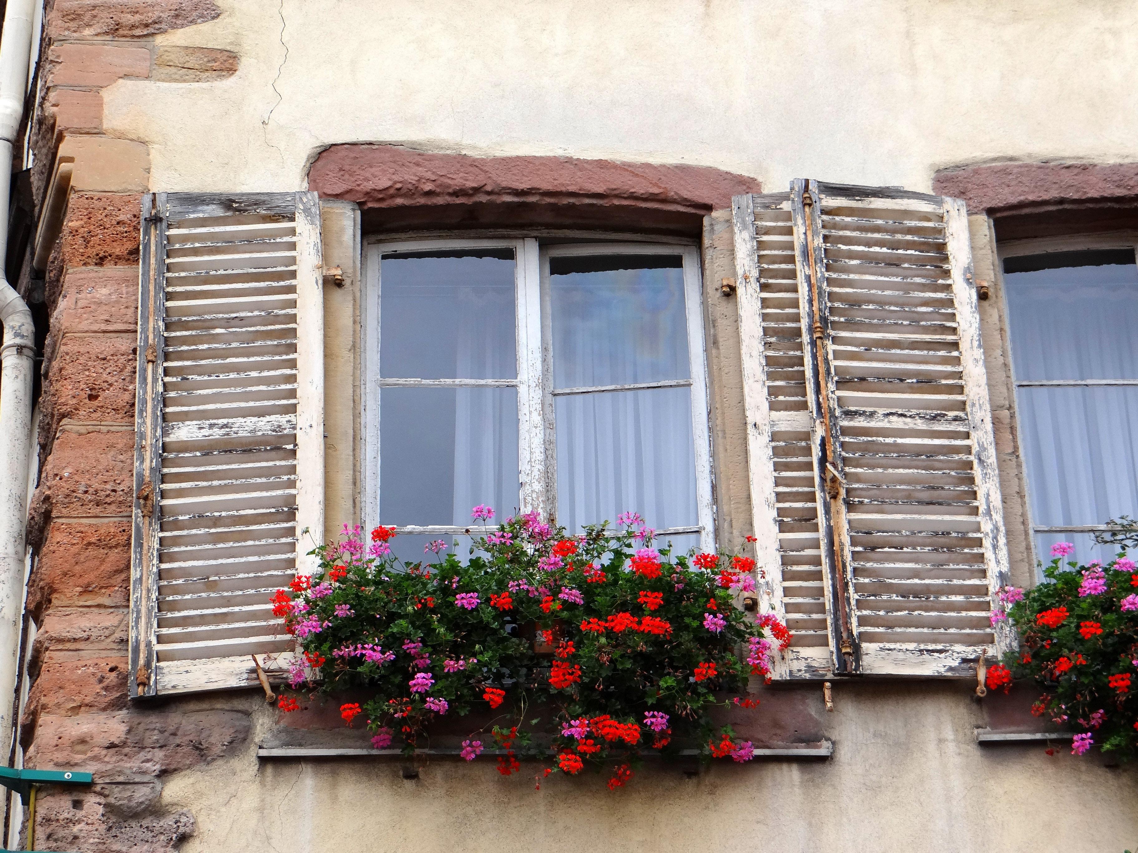 balkon fenster fenster gestalten gardinen fur so gestalten sie fenster gestalten with balkon. Black Bedroom Furniture Sets. Home Design Ideas