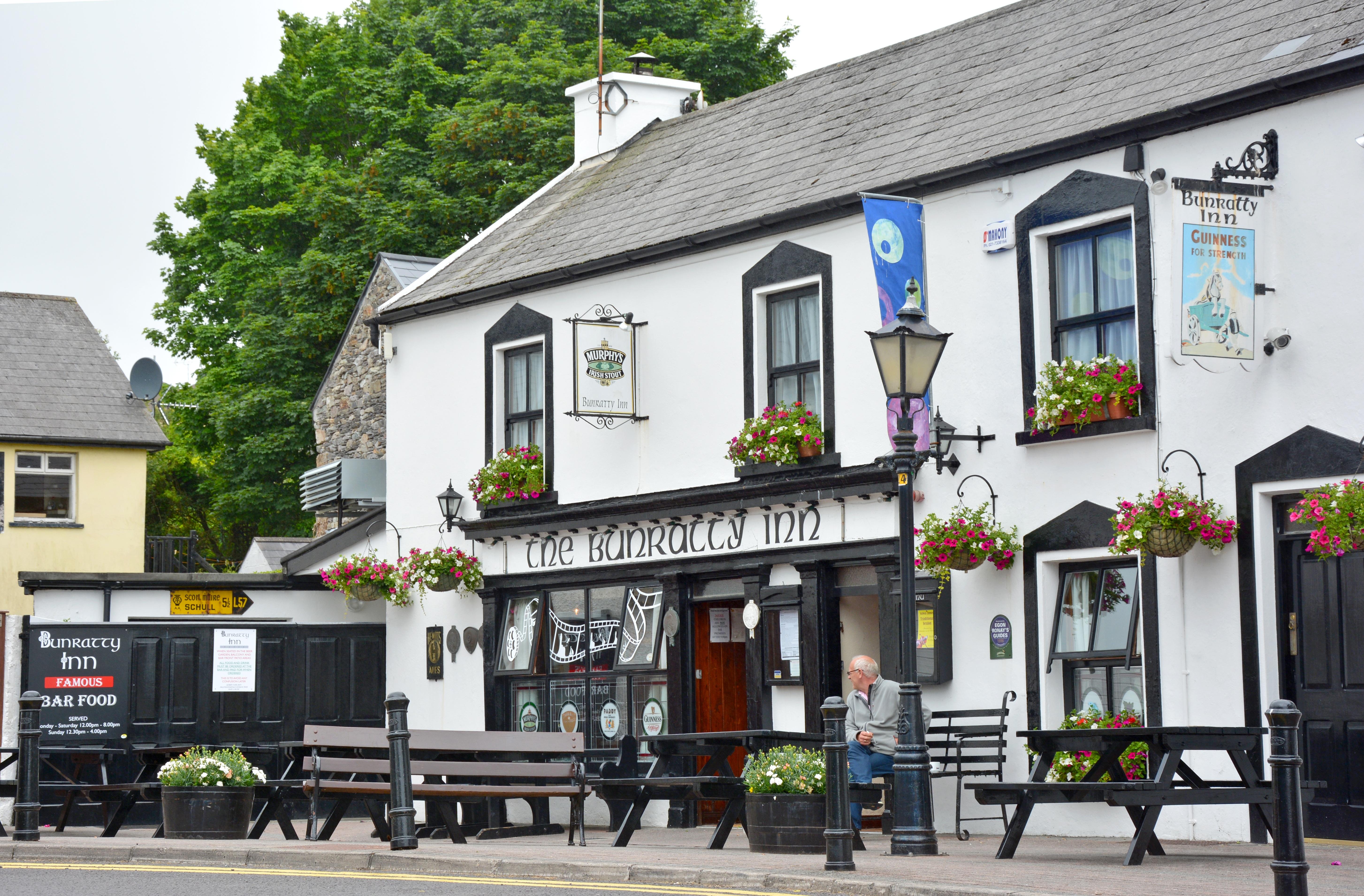 Fotos Gratis Casa Pueblo Edificio Restaurante Caba A  # Muebles Pub Irlandes