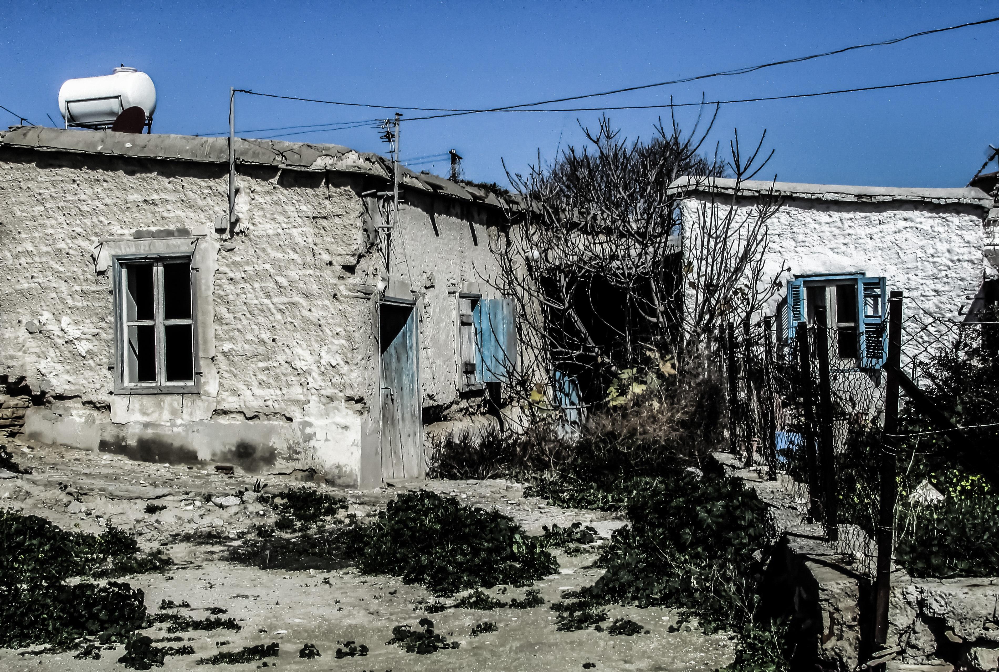 Images gratuites maison ville mur village cabane for Extension maison zone rurale